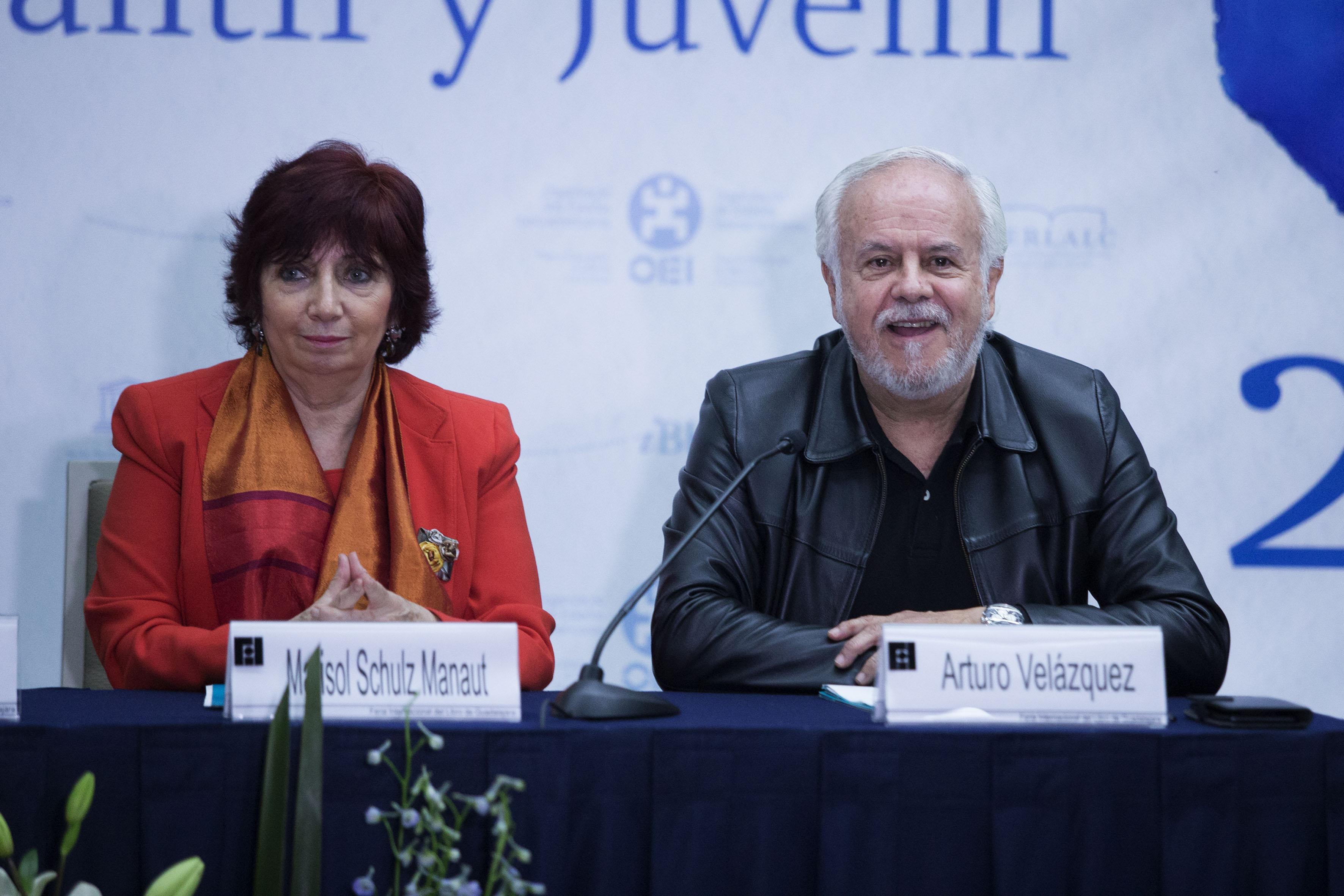 Marisol Schulz Manaut, Directora General de la FIL, a un lado de Arturo Velázquez Jiménez, Director y representante en México de la OEI.