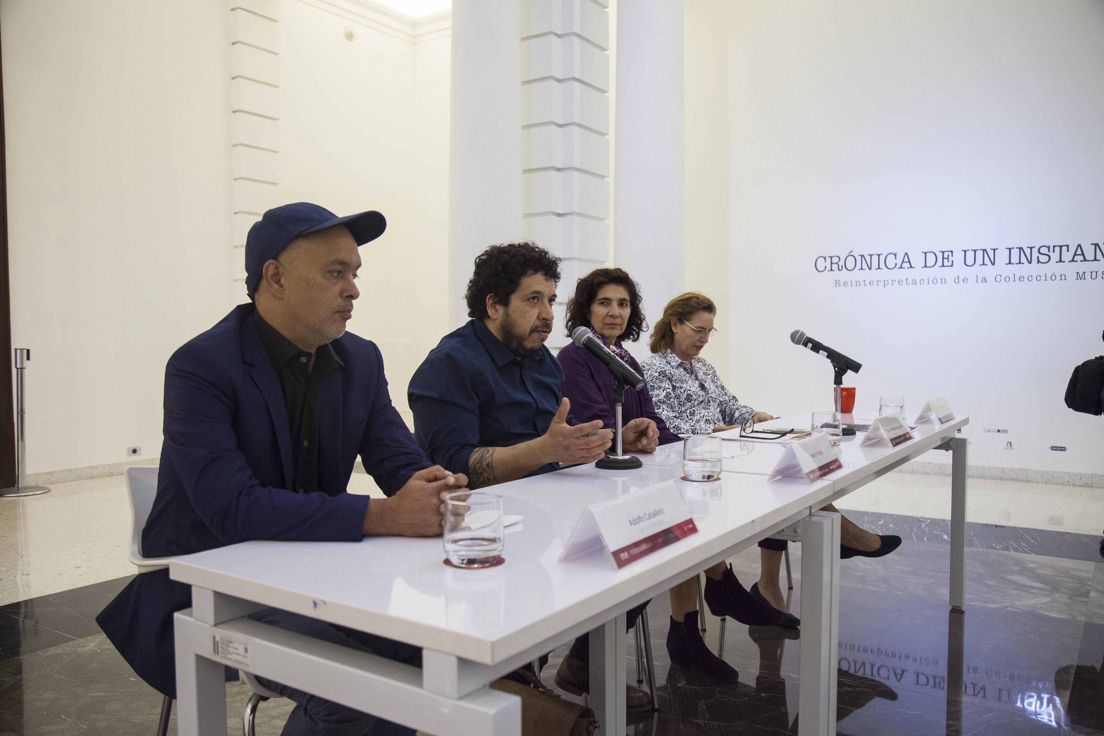 Artista chileno Norton Maza haciendo uso de la palabra