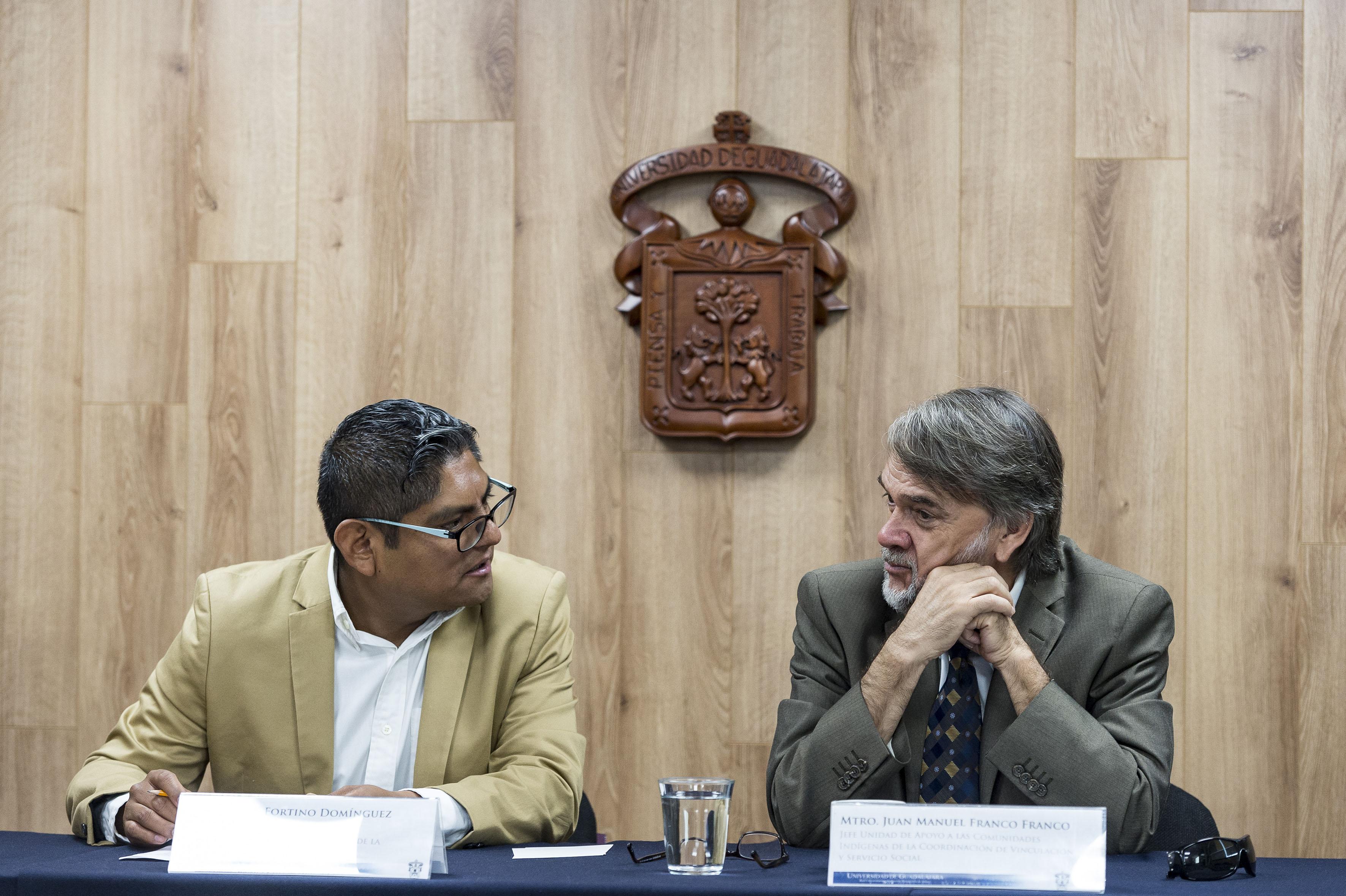 Mtro Fortino Domínguez Rueda. y Mtro Juan Manuel Franco Franco participando en rueda de prensa