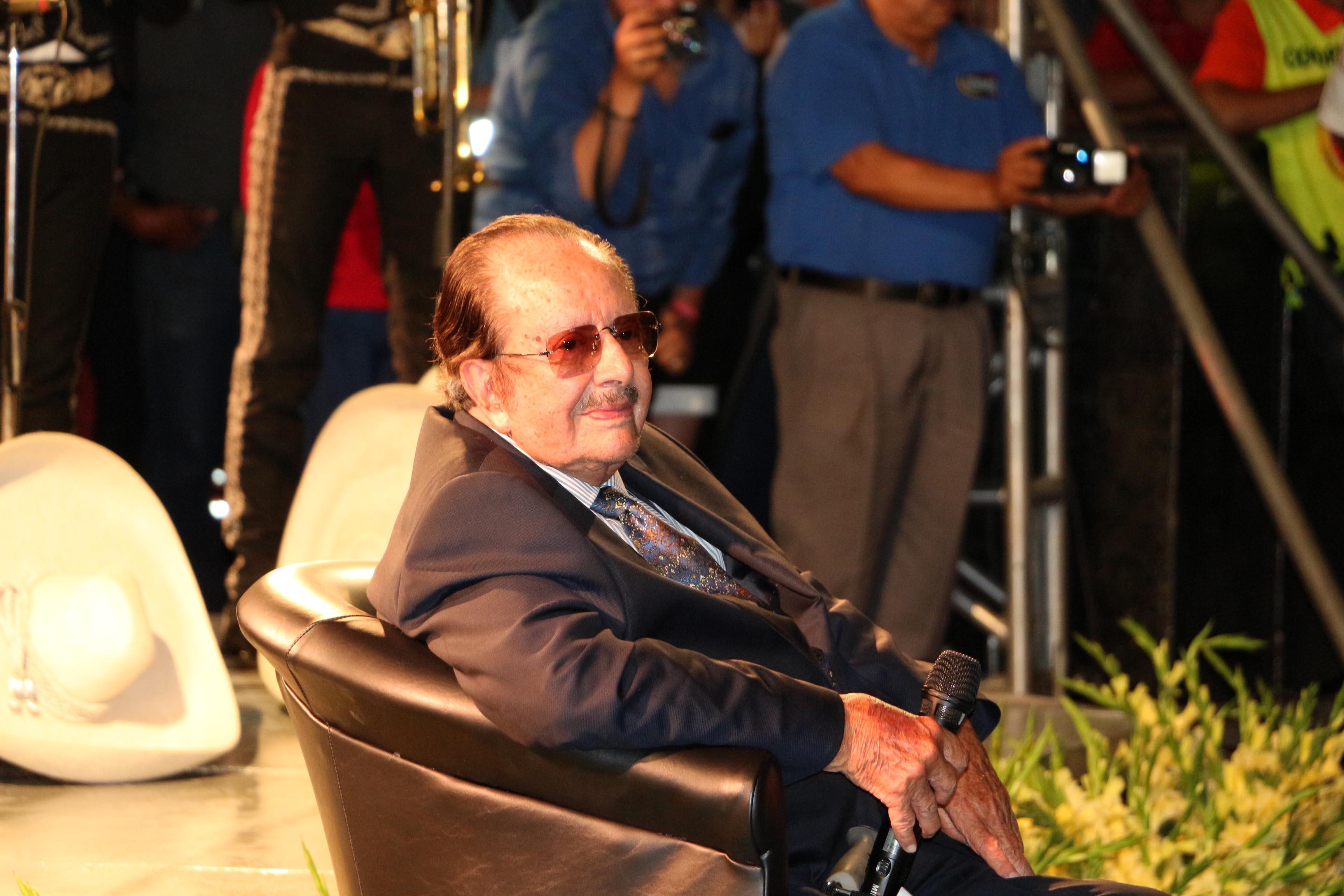 Homenajeado Don Rubén Fuentes, compositor, arreglista y músico zapotlense.
