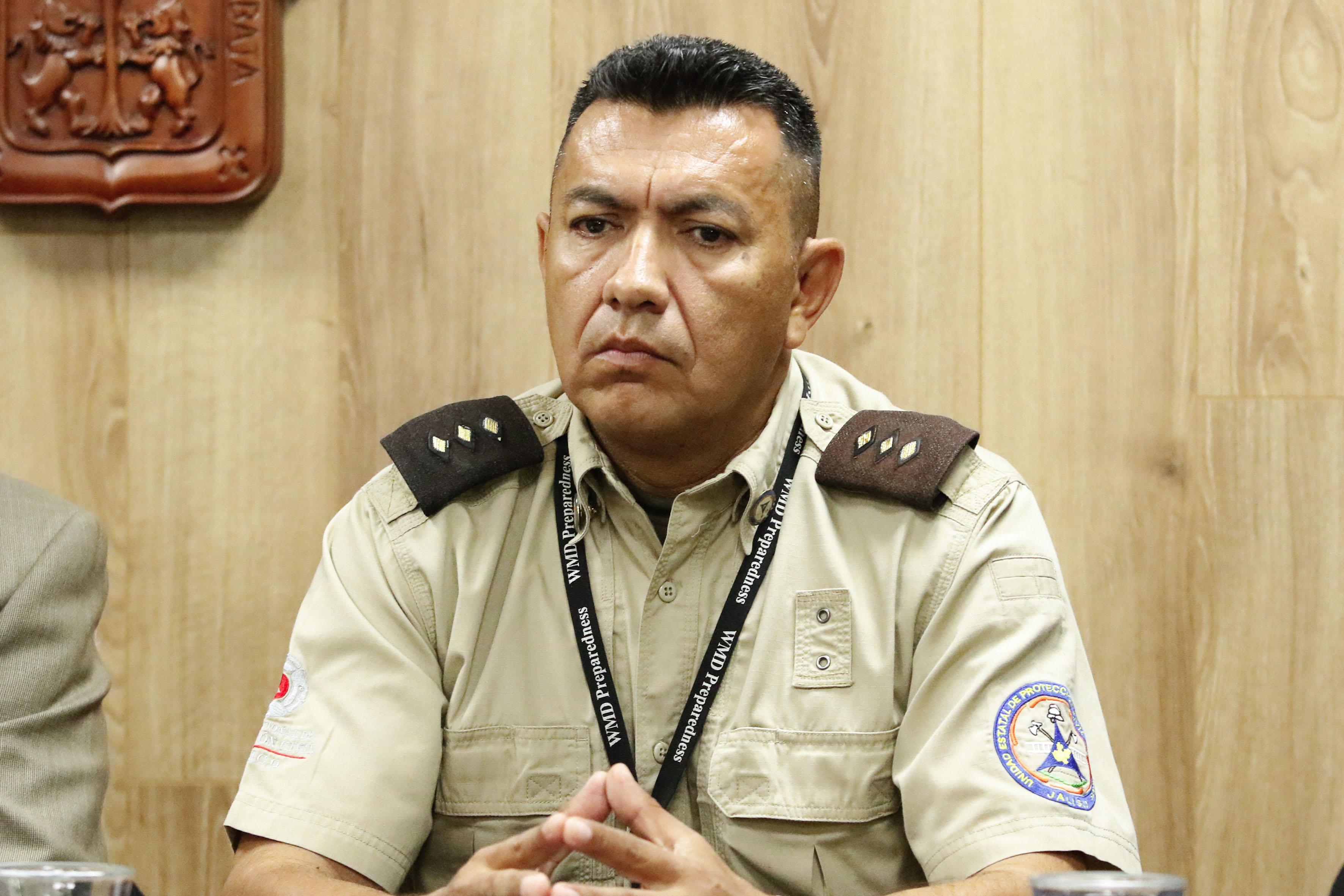 Comandante regional de la Unidad Estatal de Protección Civil y Bomberos de Jalisco, José Alfredo Hernández Rodríguez participando en rueda de prensa