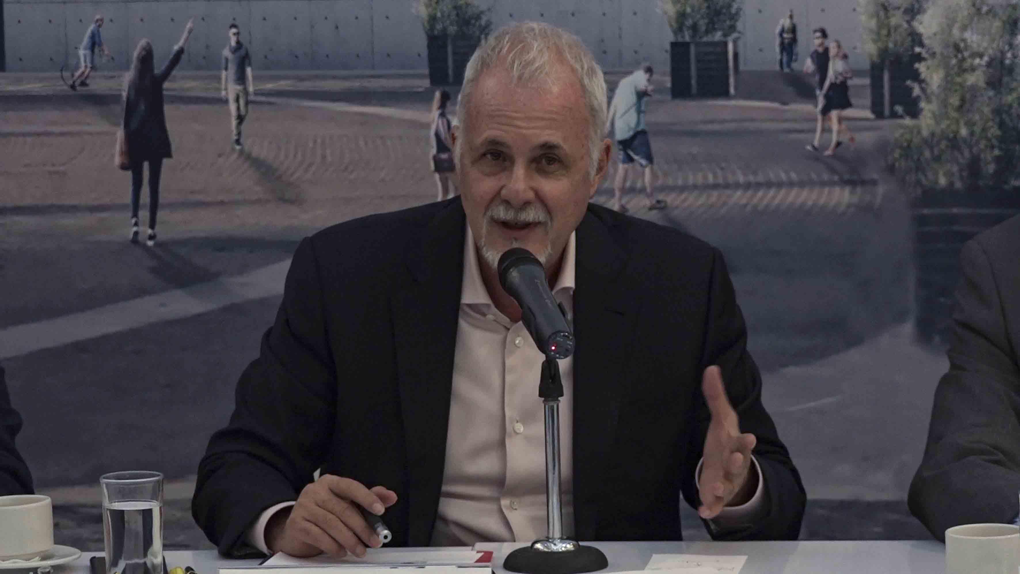 Presidente del Patronato del CAE, licenciado Raúl Padilla López, haciendo uso de la palabra