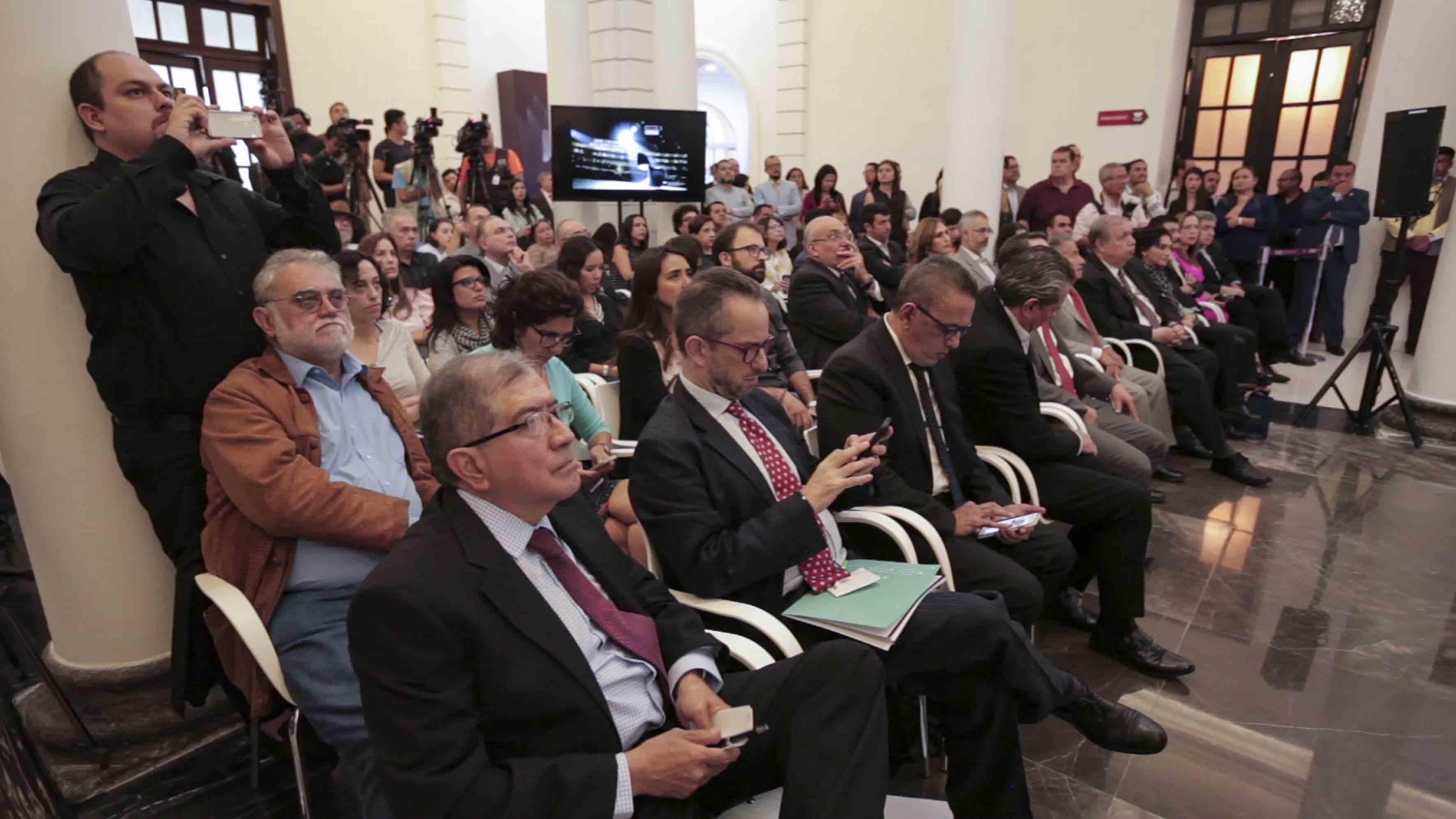 Publico asistente a la ceremonia de presentación del  Conjunto de Artes Escénicas