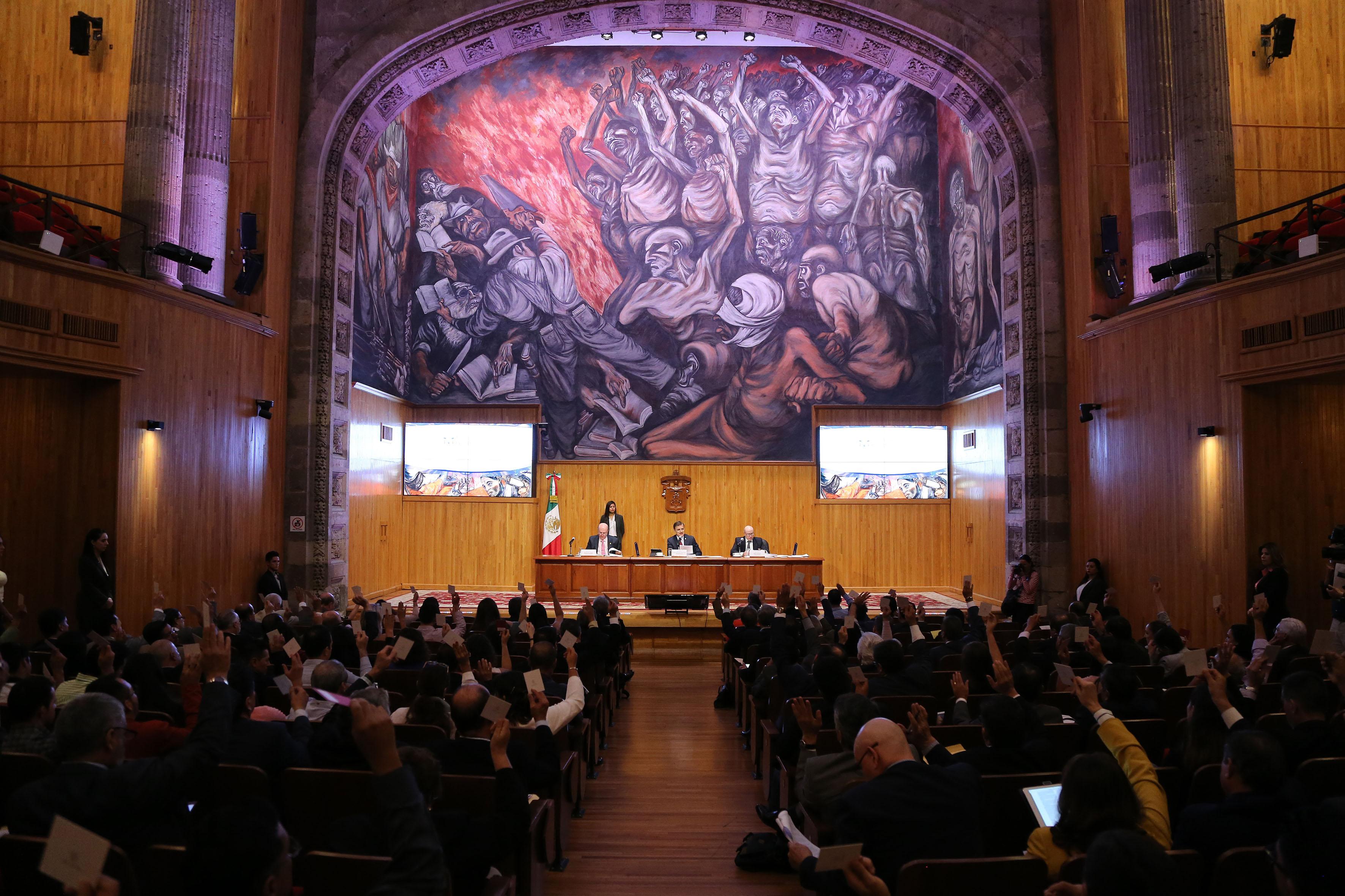 Sesión extraordinaria de este lunes 18 de septiembre, celebrada en el Paraninfo Enrique Díaz de León.