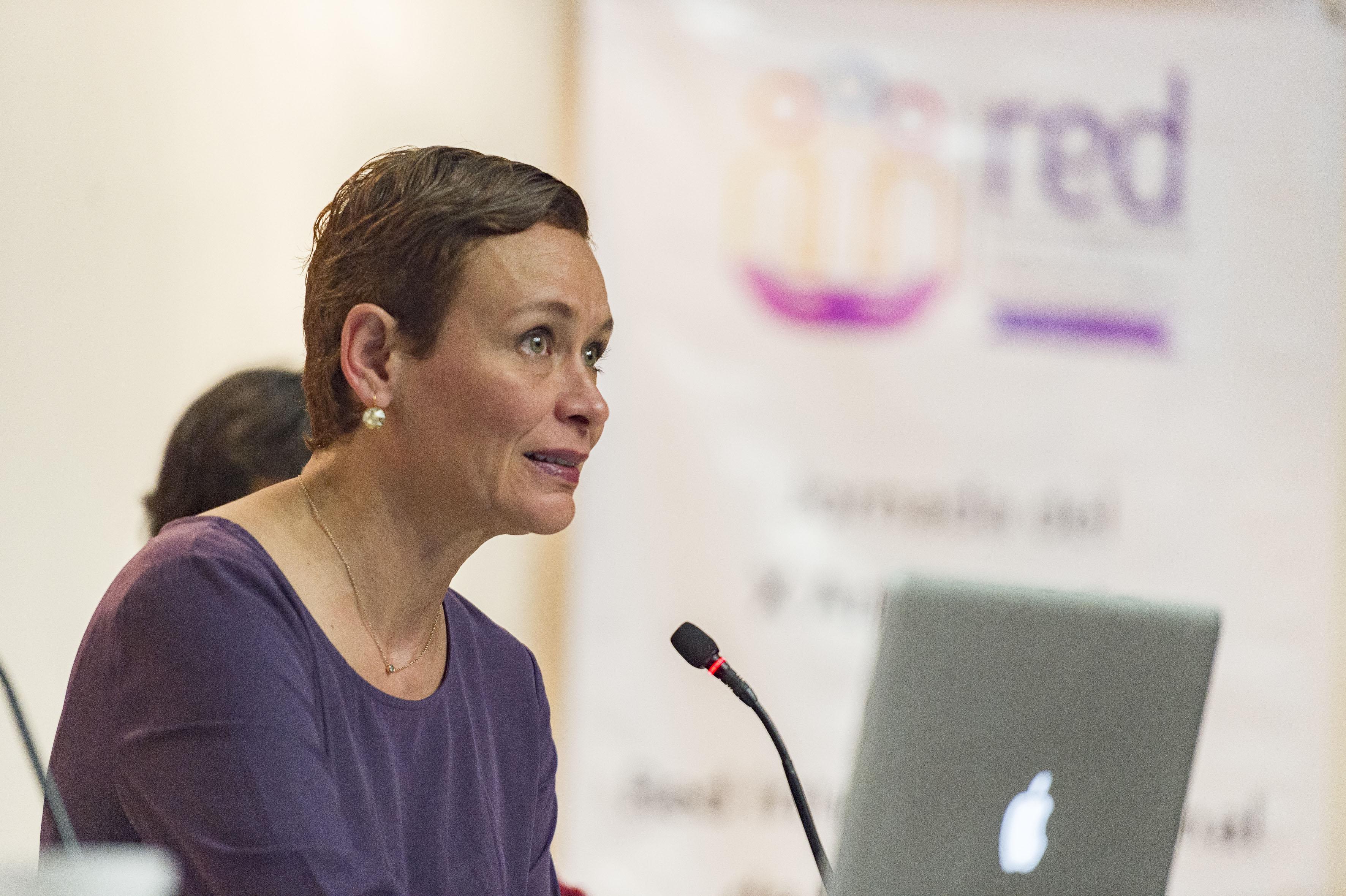 Dra. Érika Adriana Loyo Beristáin, presidenta del Instituto Jalisciense de las Mujeres, haciendo uso de la palabra.