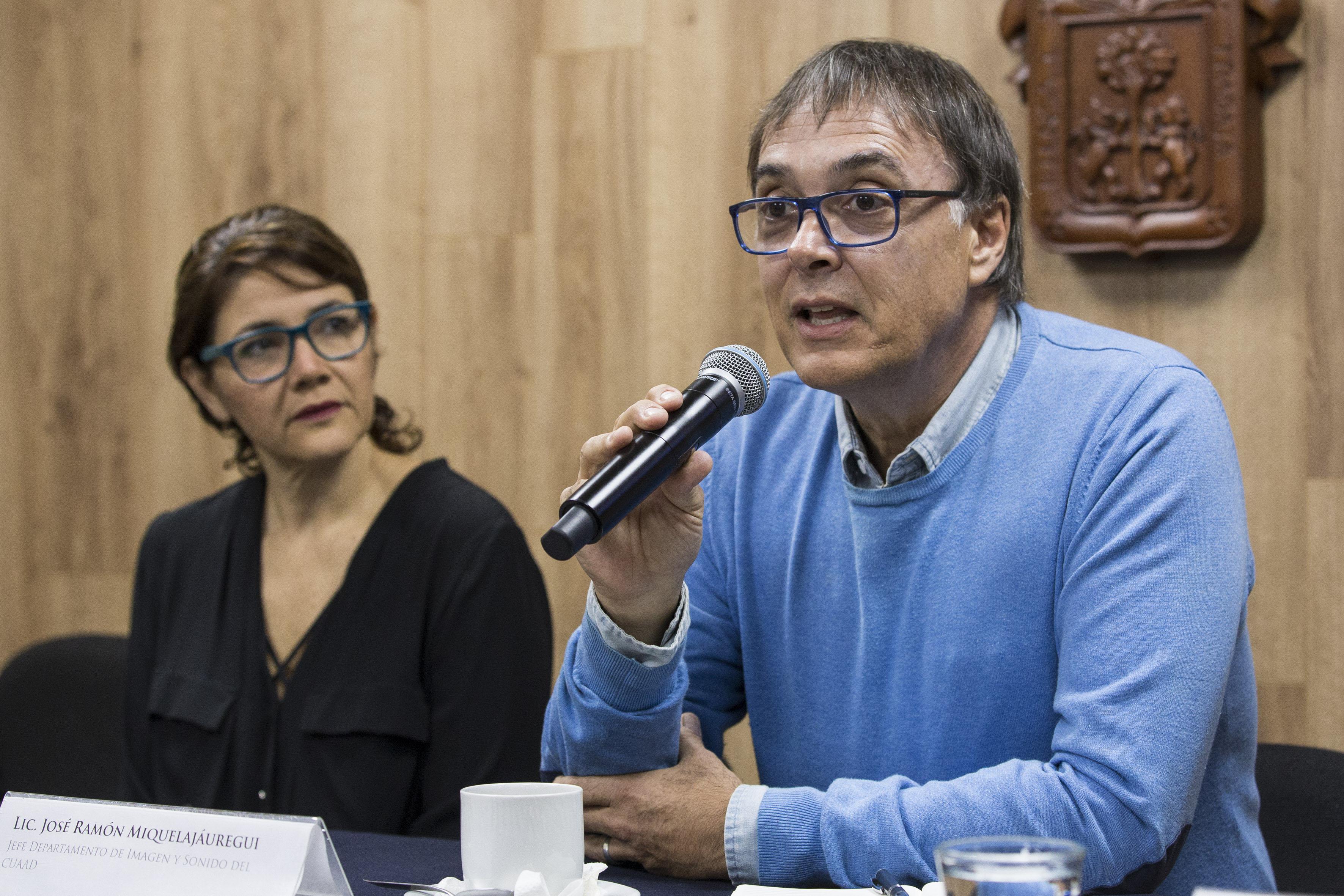 Licenciado José Ramón Miquelajáuregui, jefe del Departamento de Imagen y Sonido (DIS), haciendo uso de la palabra.