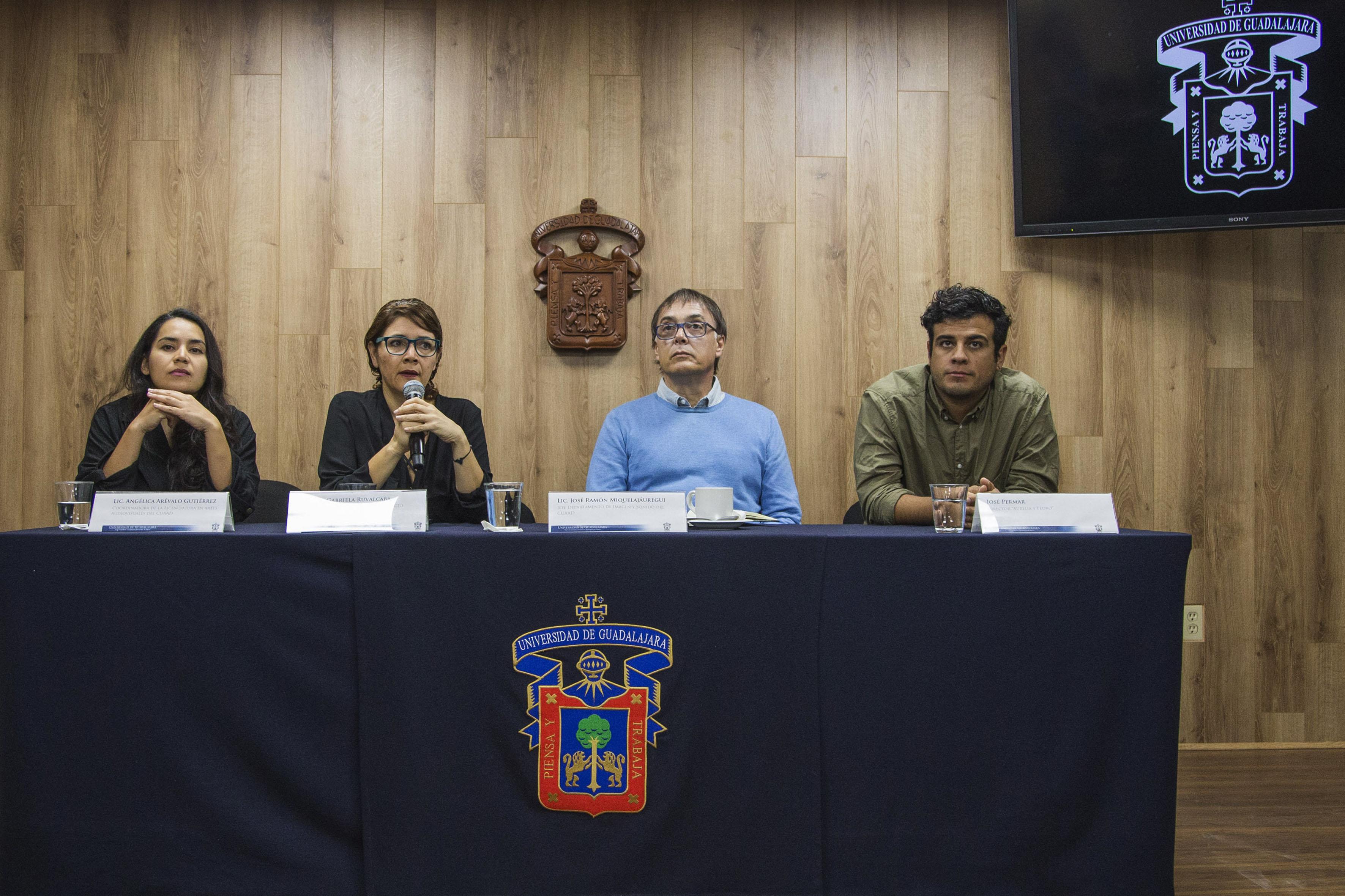 Panelistas participantes en la rueda de prensa para dar a conocer el proyecto a realizar por estudiantes de Artes Audiovisuales del CUAAD, con respecto a documentales en tierras Rulfianas.