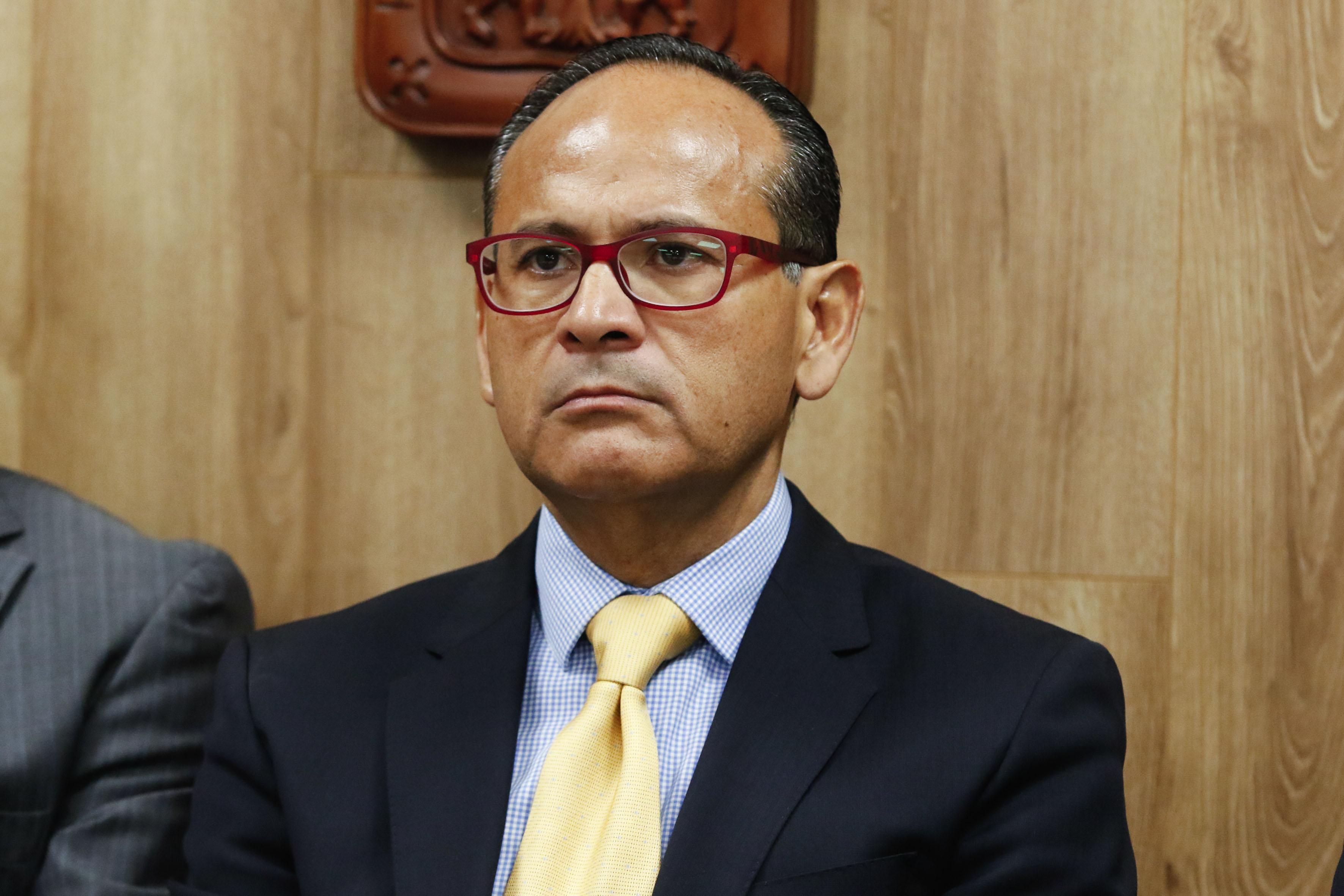 Dr Héctor Raúl Pérez Gómez, Director General del OPD,  participando en la rueda de prensa