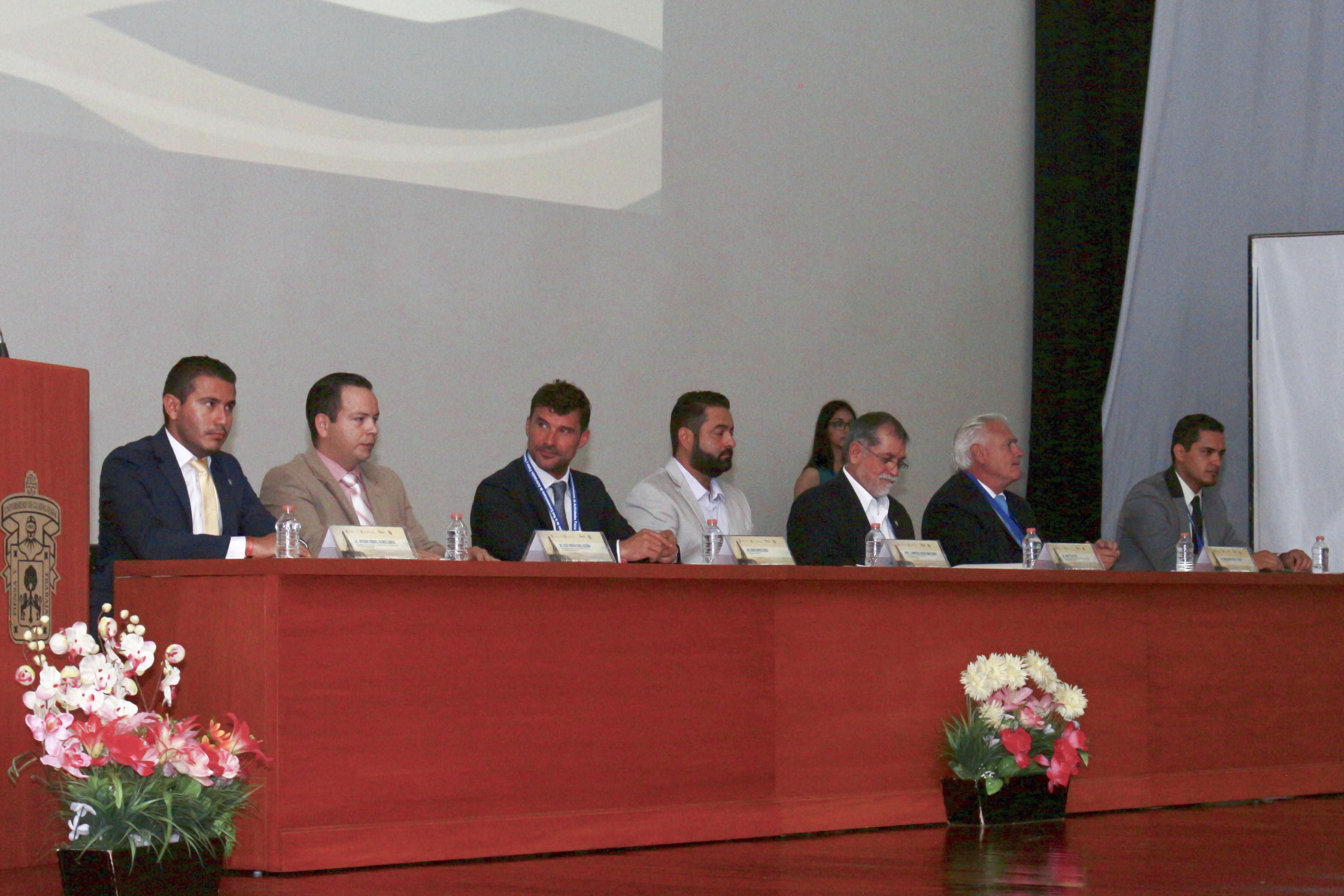Miembros del presídium convocados por el Centro Universitario de la Costa,  para participar en la inauguración de los eventos.