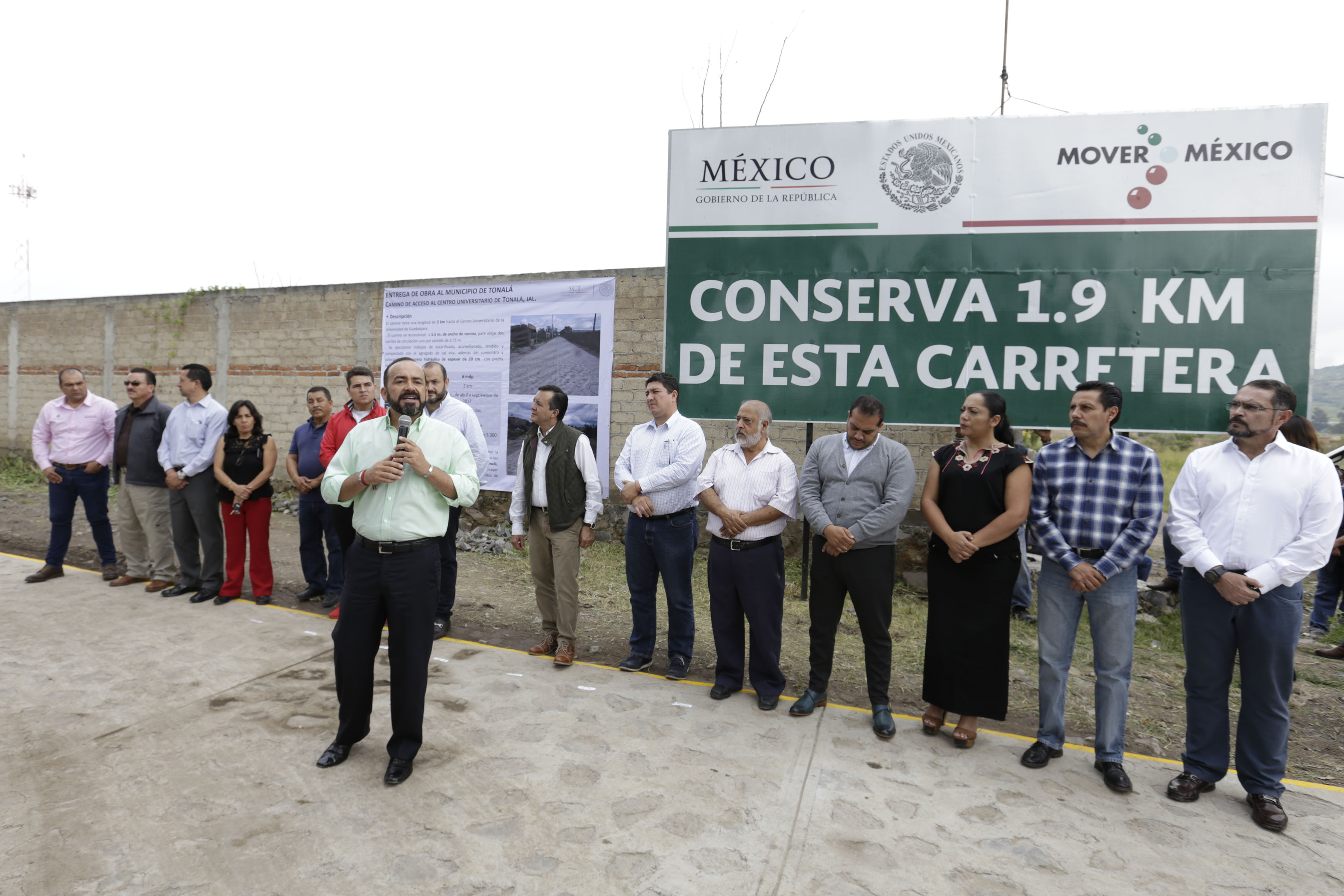 Alcalde de Tonalá, Sergio Chávez Dávalos, participando en la ceremonia inaugural.