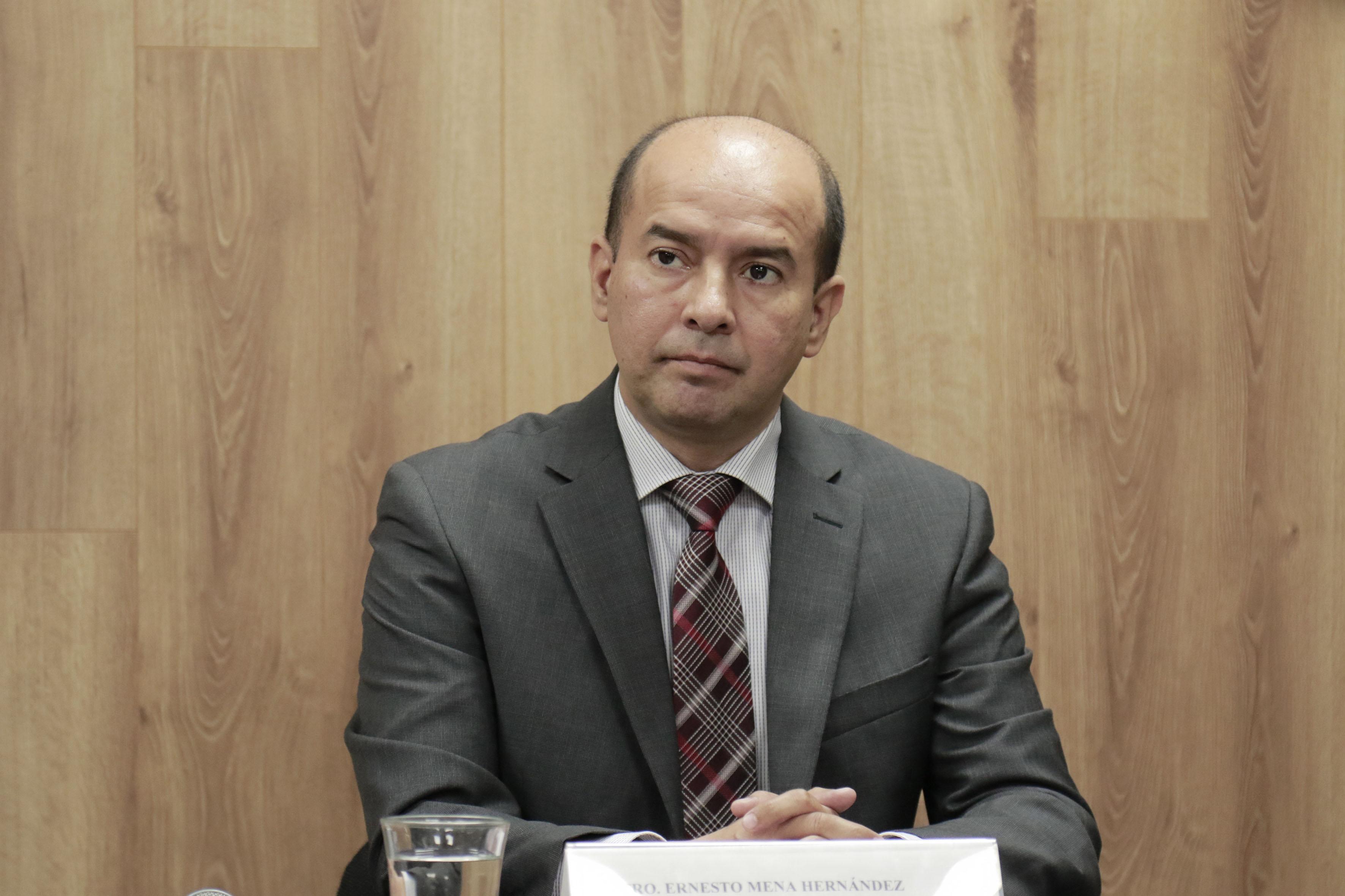 Maestro Ernesto Mena Hernández, coordinador de la maestría en Gestión de Servicios Públicos en Ambientes Virtuales.