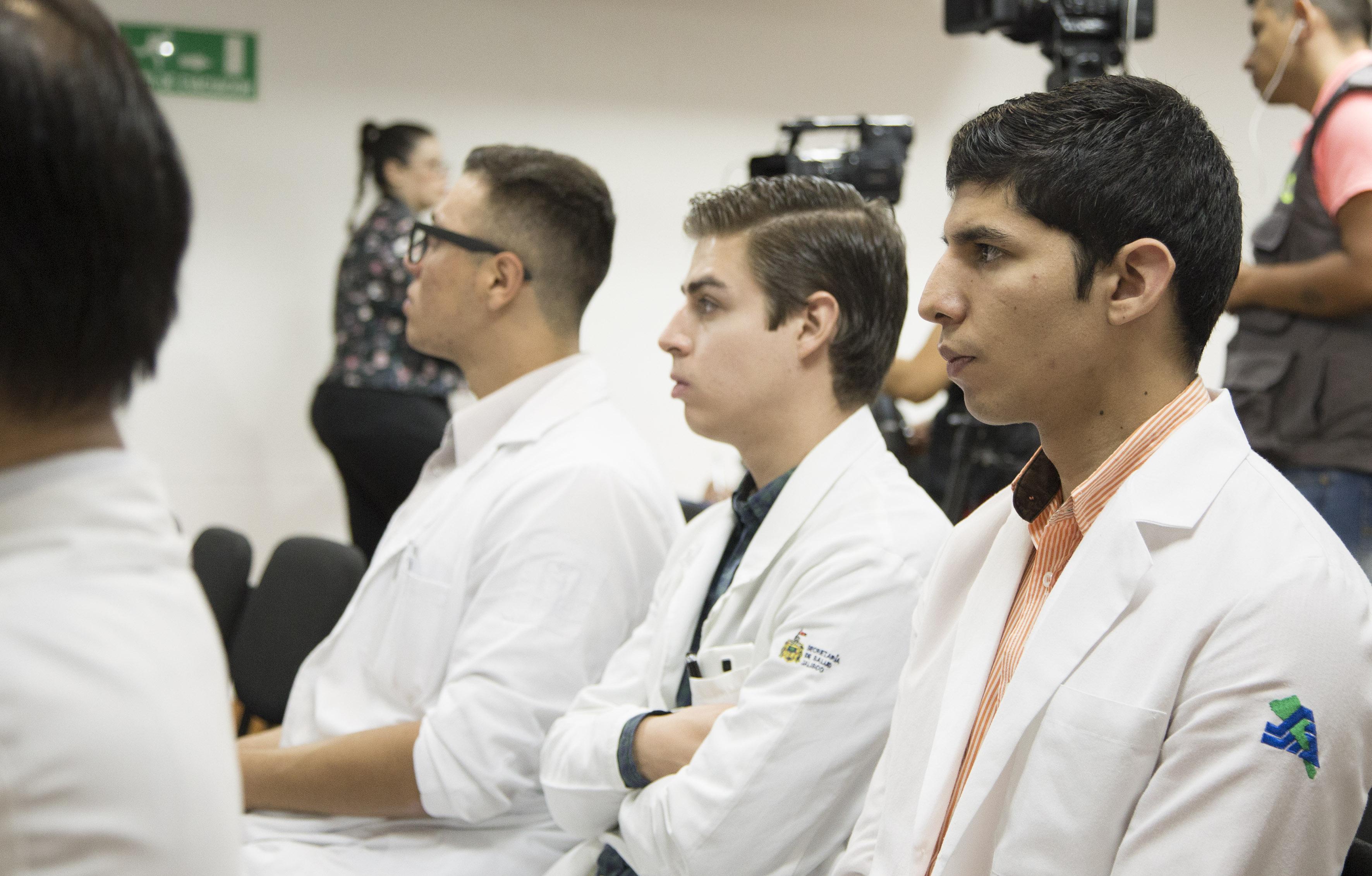Medicos asistentes a la rueda de prensa
