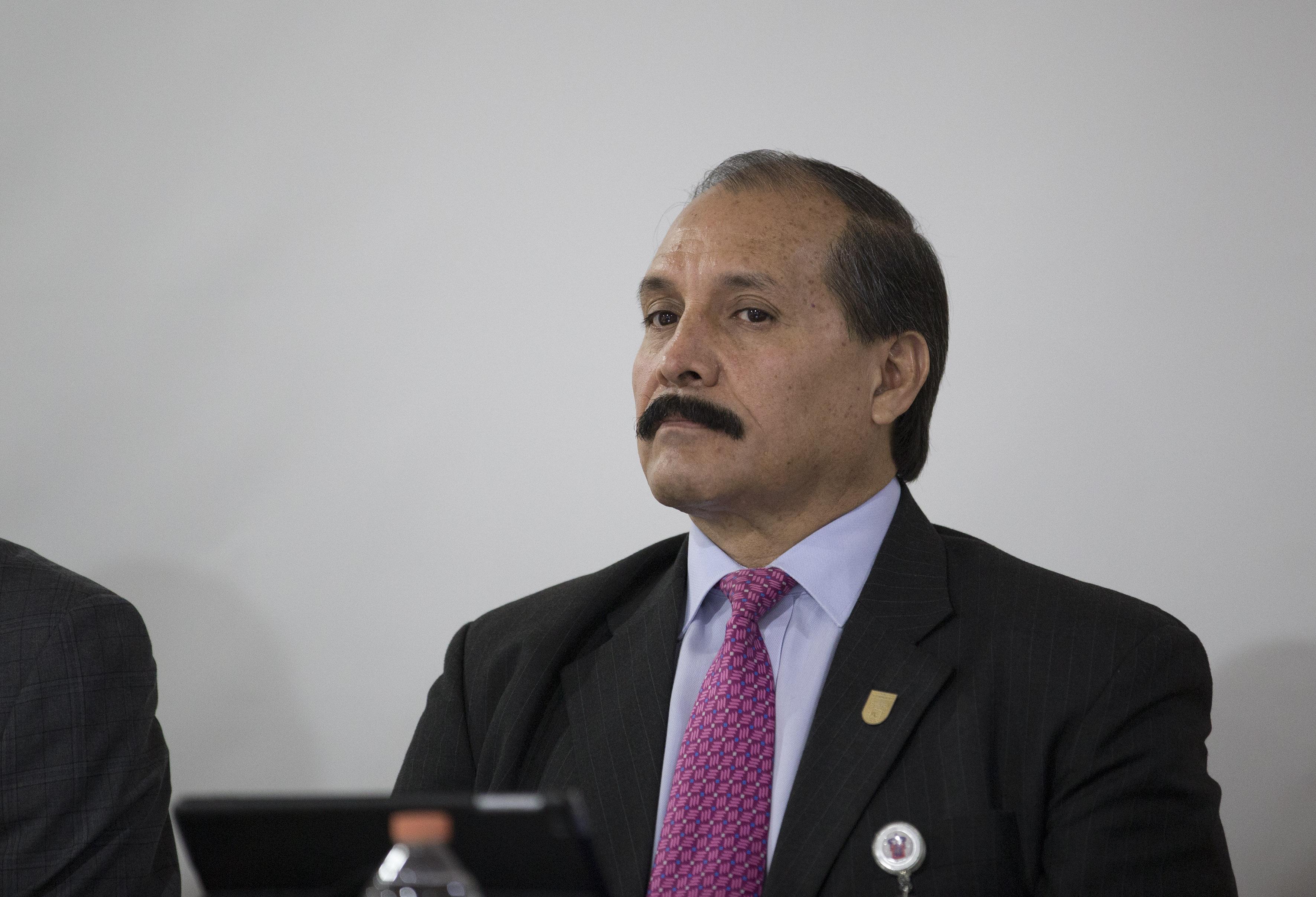 Dr. Luis Alberto Ibarra Ibarra Verdugo participando en rueda de prensa