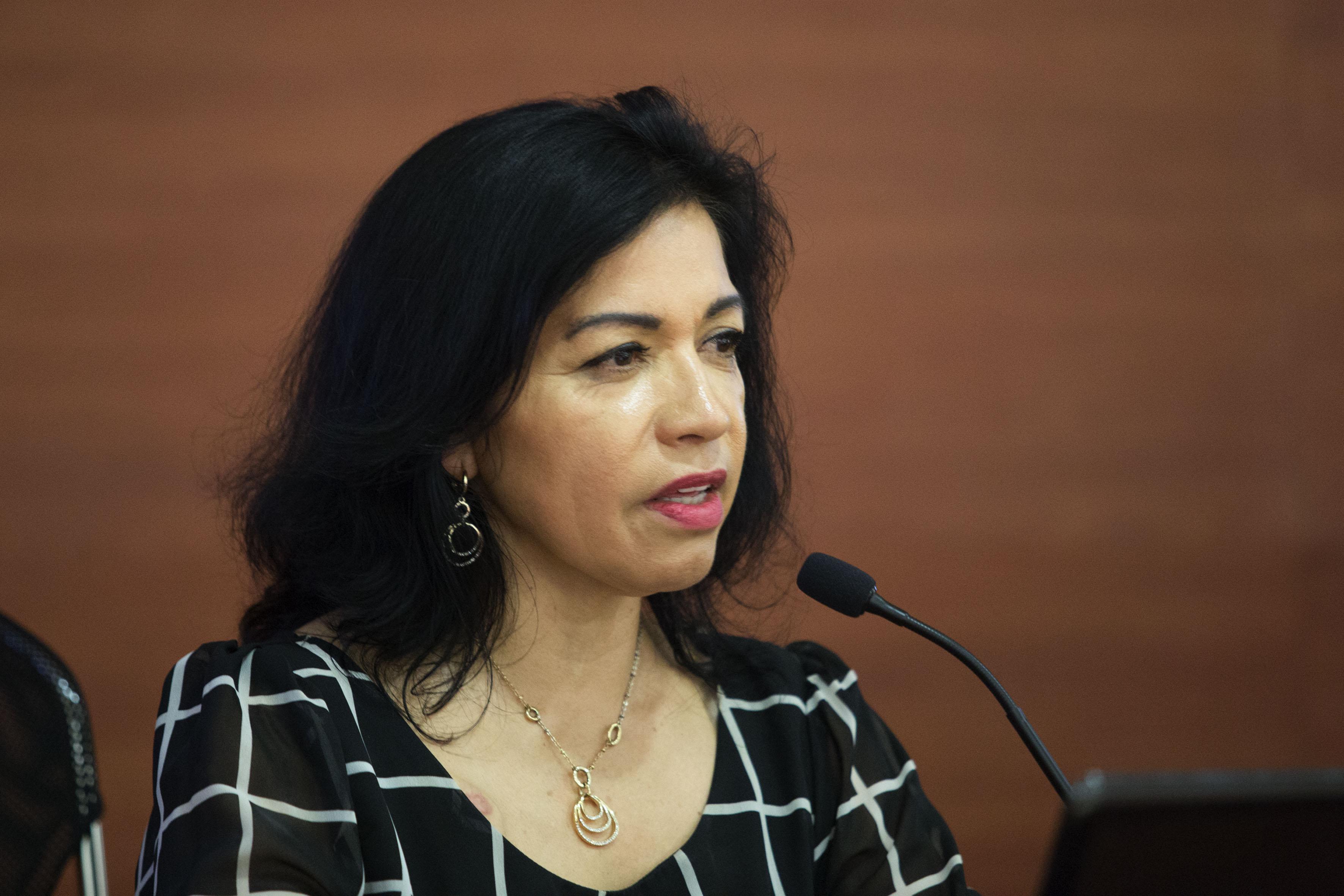 Dra. María Carmela Chávez Galindo, especialista en el tema y académica del Centro Universitario de Ciencias Sociales y Humanidades (CUCSH), de la UdeG, haciendo uso de la palabra