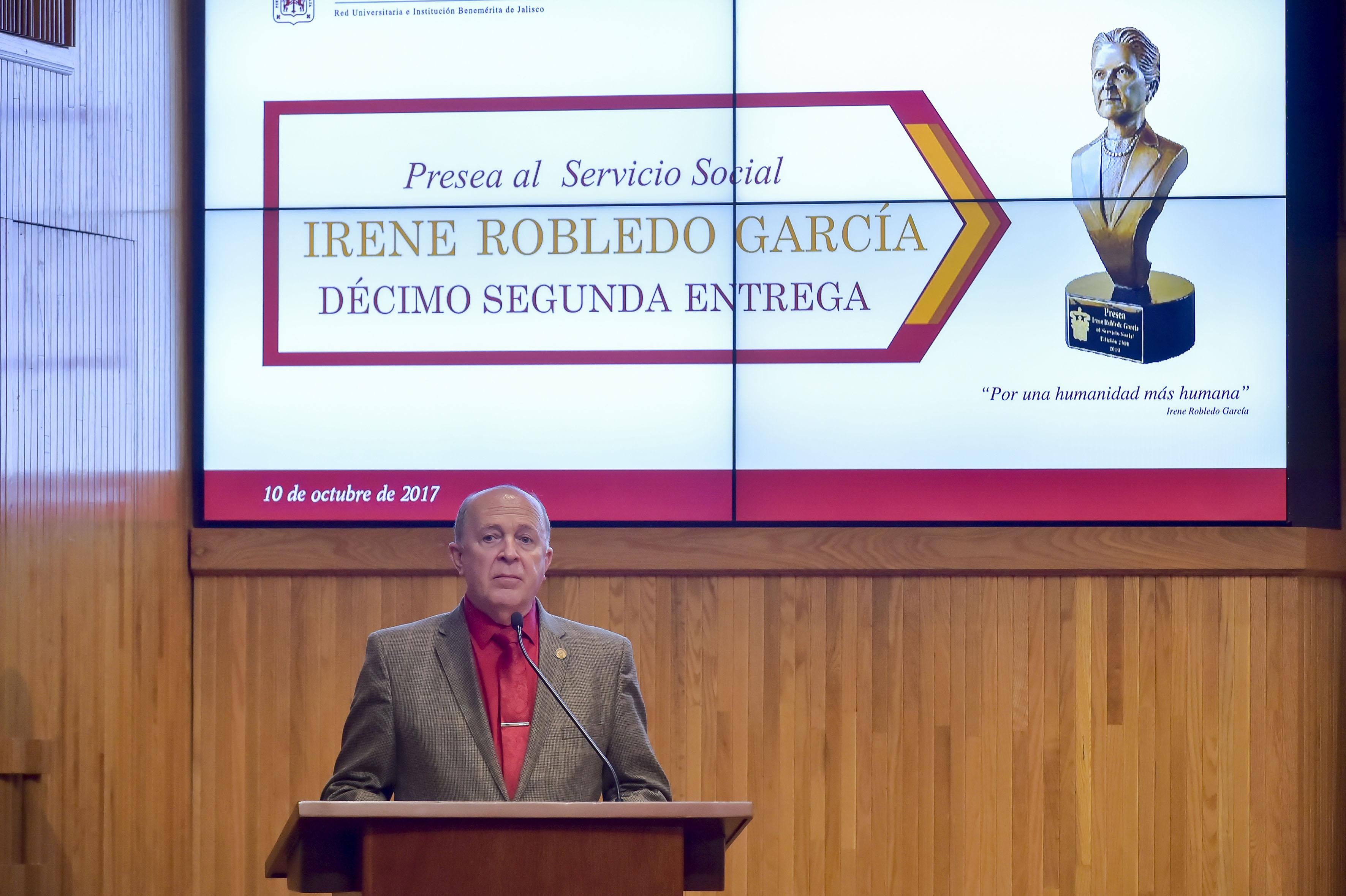 Dr Miguel Ángel Navarro Navarro, Vicerrector Ejecutivo de esta Casa de Estudio, haciendo uso de la palabra