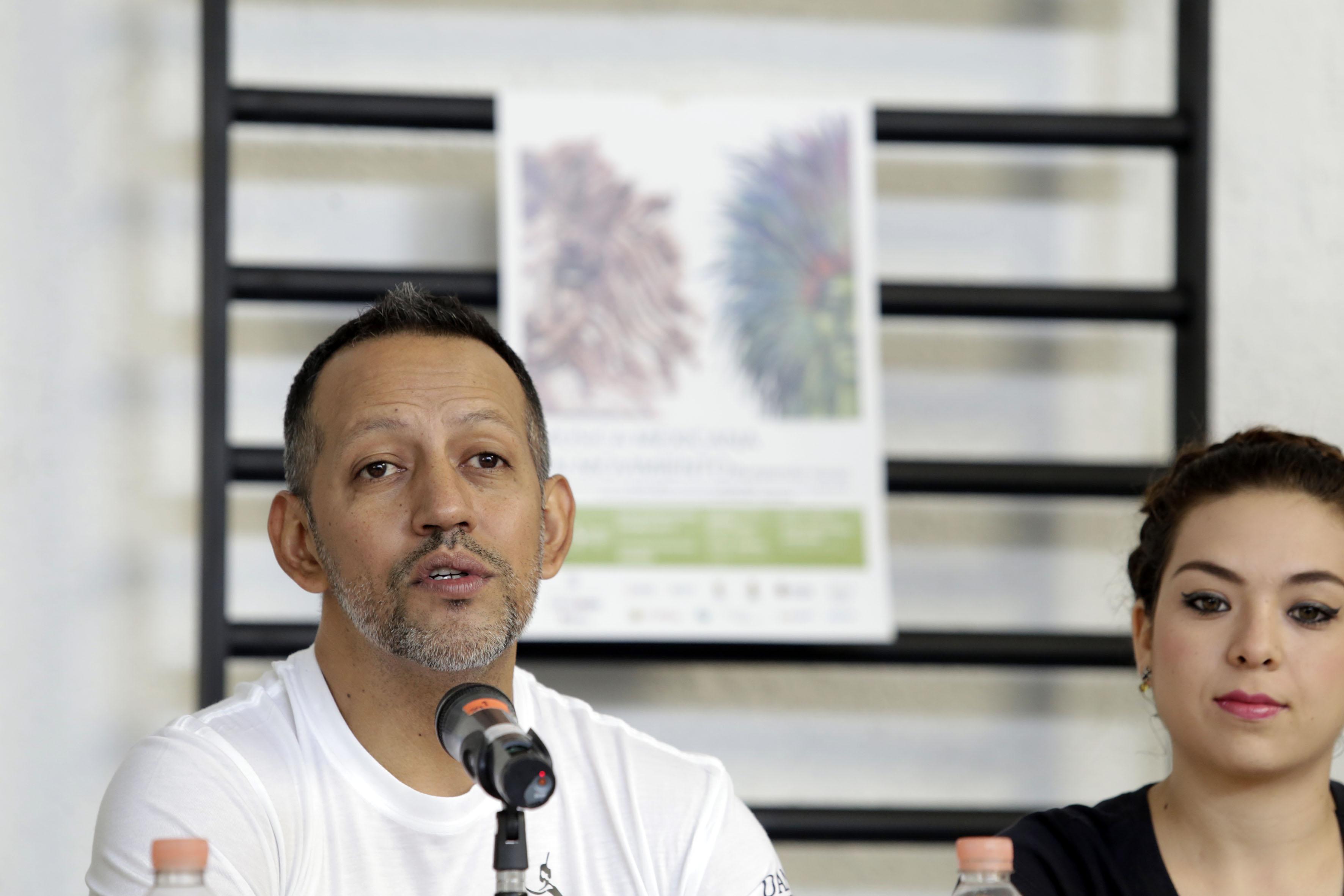 Edgar Reyes (director artístico de Gineceo) haciendo uso de la palabra.