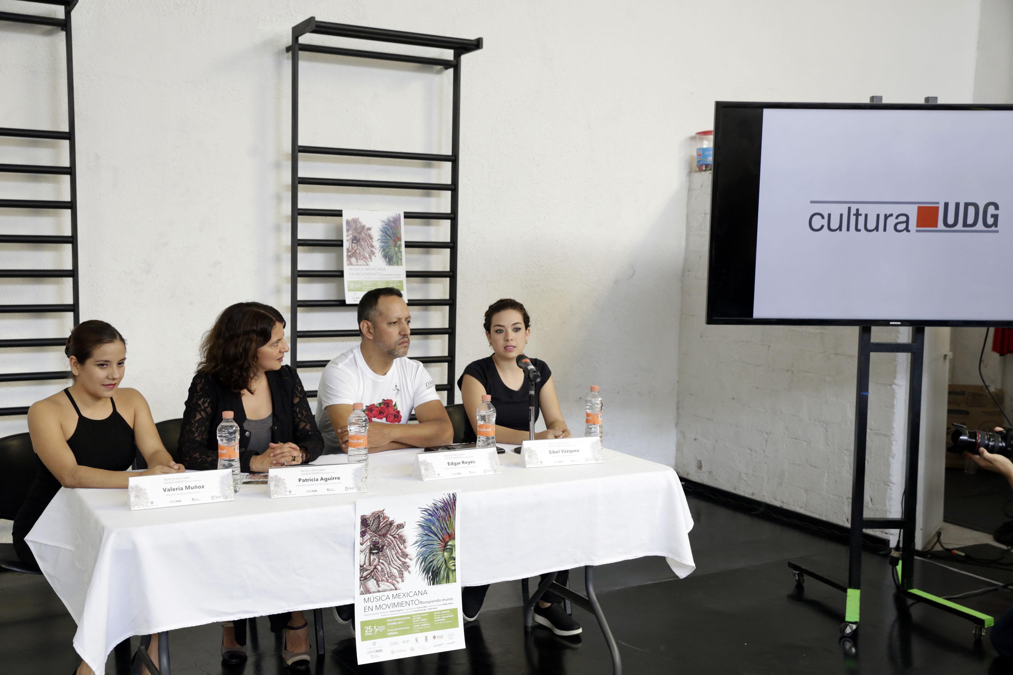 Valeria Muñoz, Patricia Aguirre, Edgar Reyes y Sibel Vázquez de izquierda a derecha.
