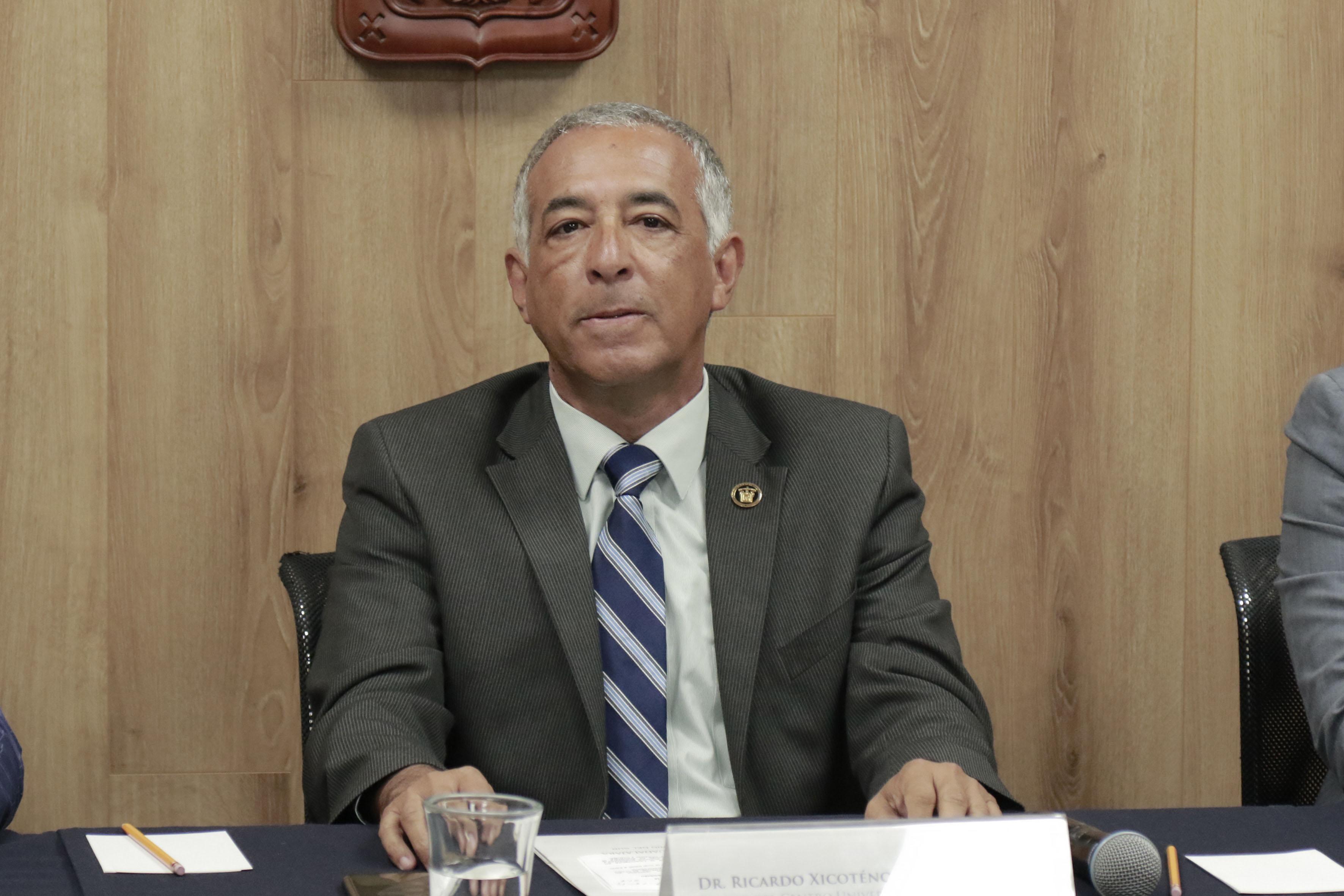 Dr. Ricardo Xicoténcatl García Cauzor Rector del Centro Universitario del Sur.