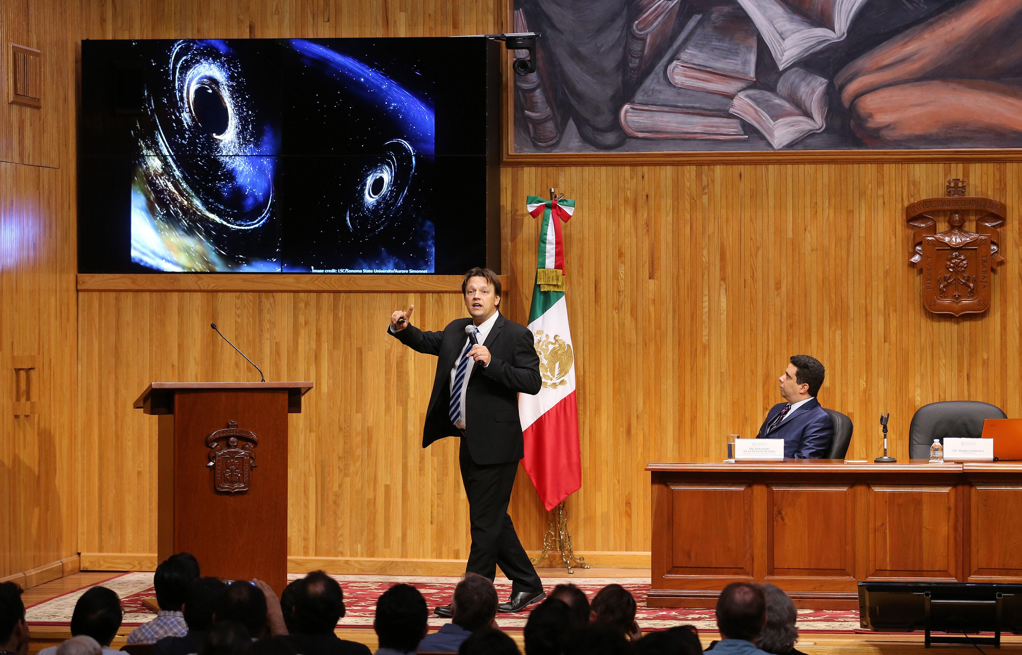 Doctor Marka Szabolcs, académico de la Universidad de Columbia, en Nueva York, este martes durante la clausura de la Semana Mundial del Espacio que organizó el Centro Universitario de Ciencias Exactas e Ingenierías (CUCEI), de la Universidad de Guadalajara (UdeG).