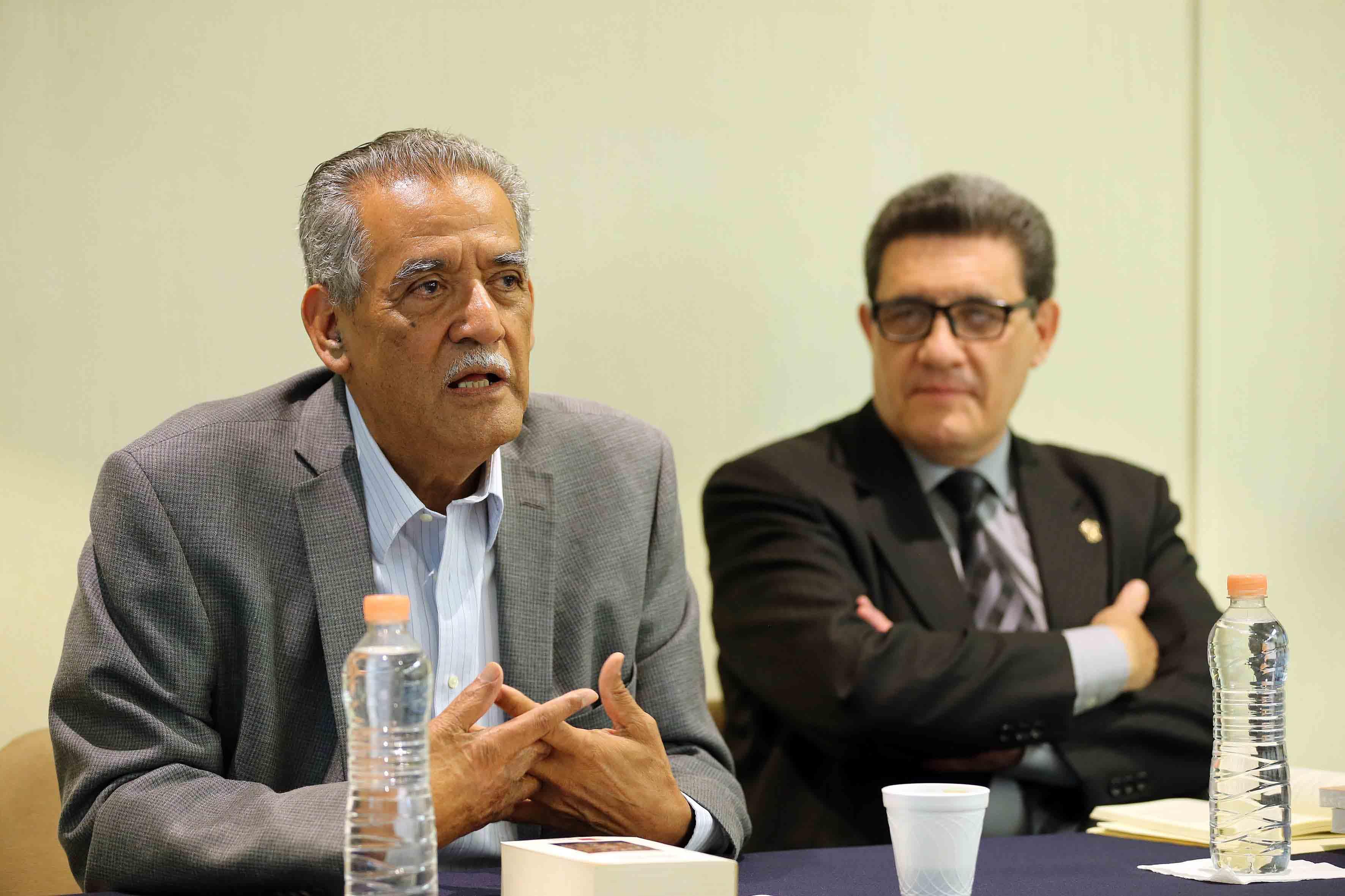 Mtro Manuel Moreno Castañeda, profesor del Departamento de Historia del Centro Universitario de Ciencias Sociales y Humanidades (CUCSH), haciendo uso de la palabra
