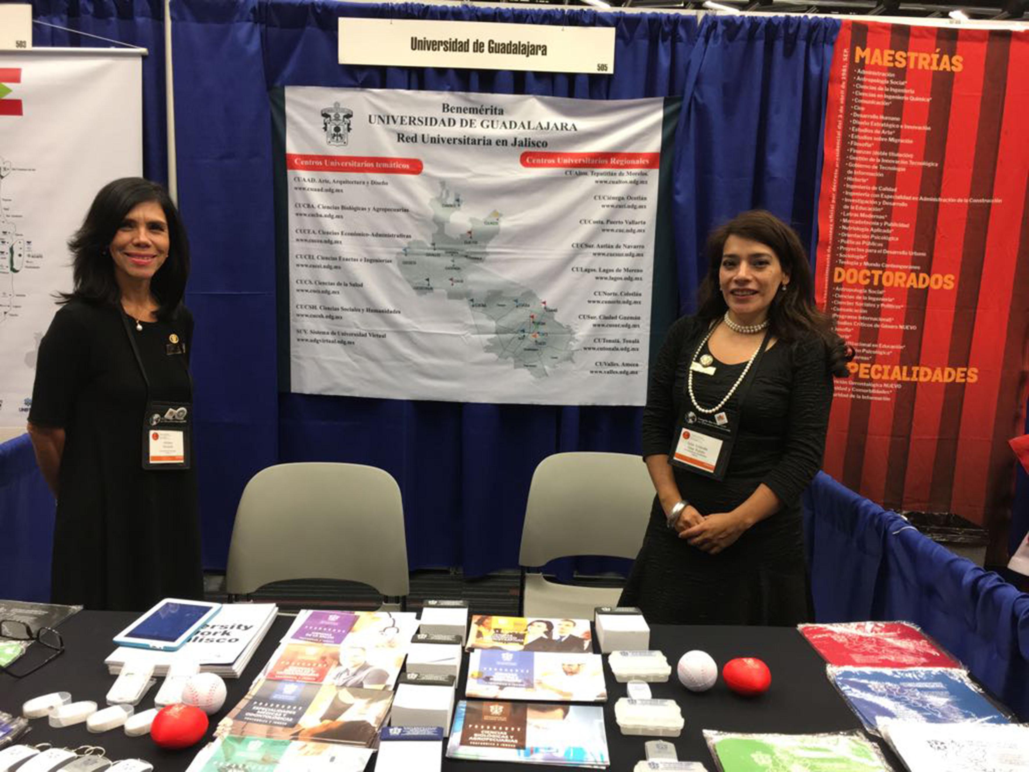 Stand de la Universidad de Guadalajara en el marco del Congreso de las Américas sobre Educación Internacional, que se realiza en Montreal, Canadá.