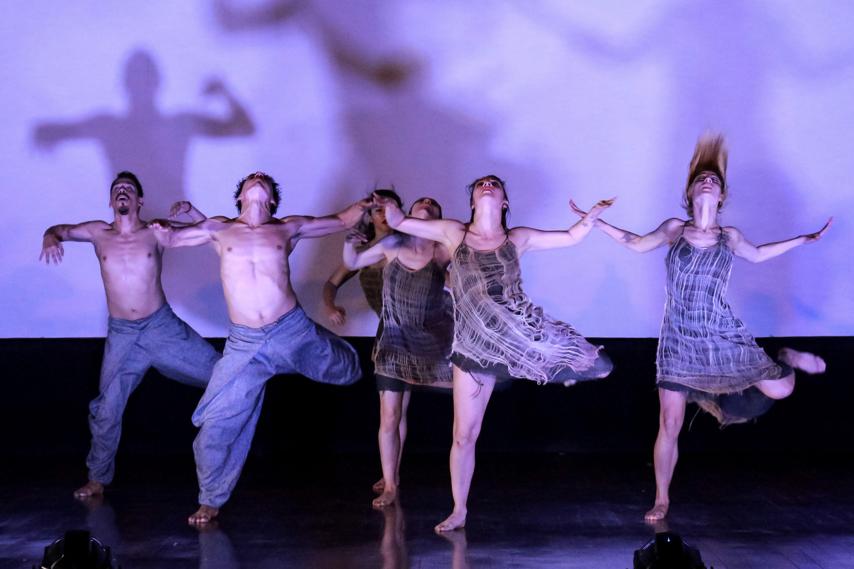 Estreno mundial de Mutare, el más reciente montaje coreográfico de la compañía Contempodanza, bajo la dirección conjunta de Cecilia Lugo, Margarita Garrido y Jorge Ronzón.