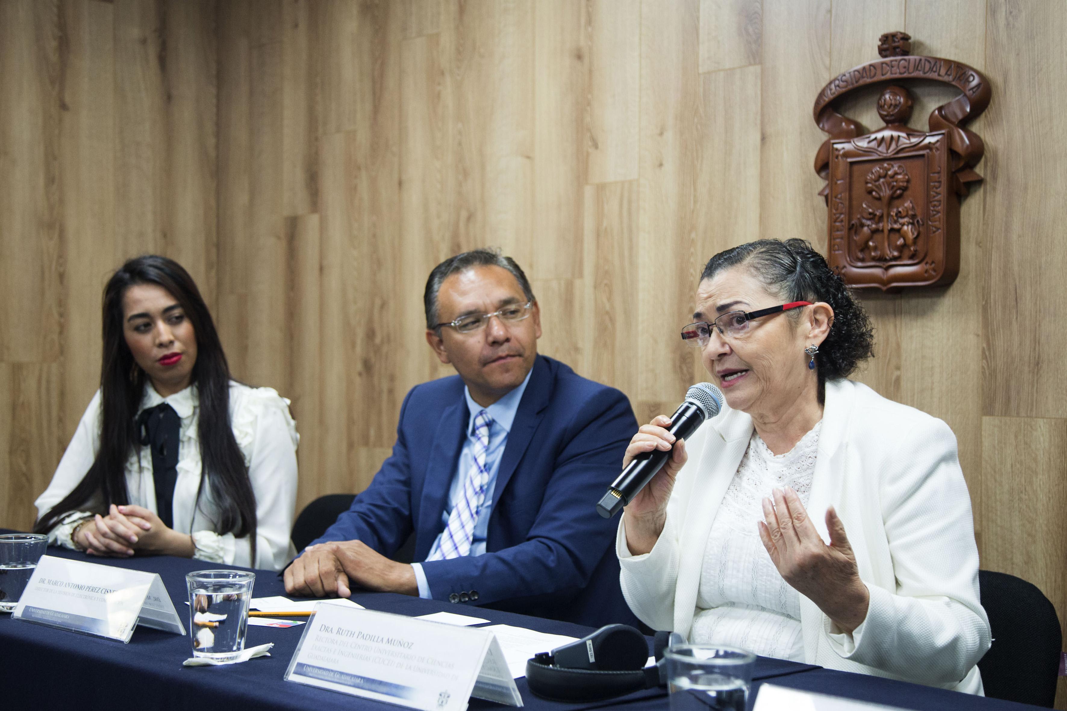 Rectora del centro, doctora Ruth Padilla Muñoz, haciendo uso de la palabra