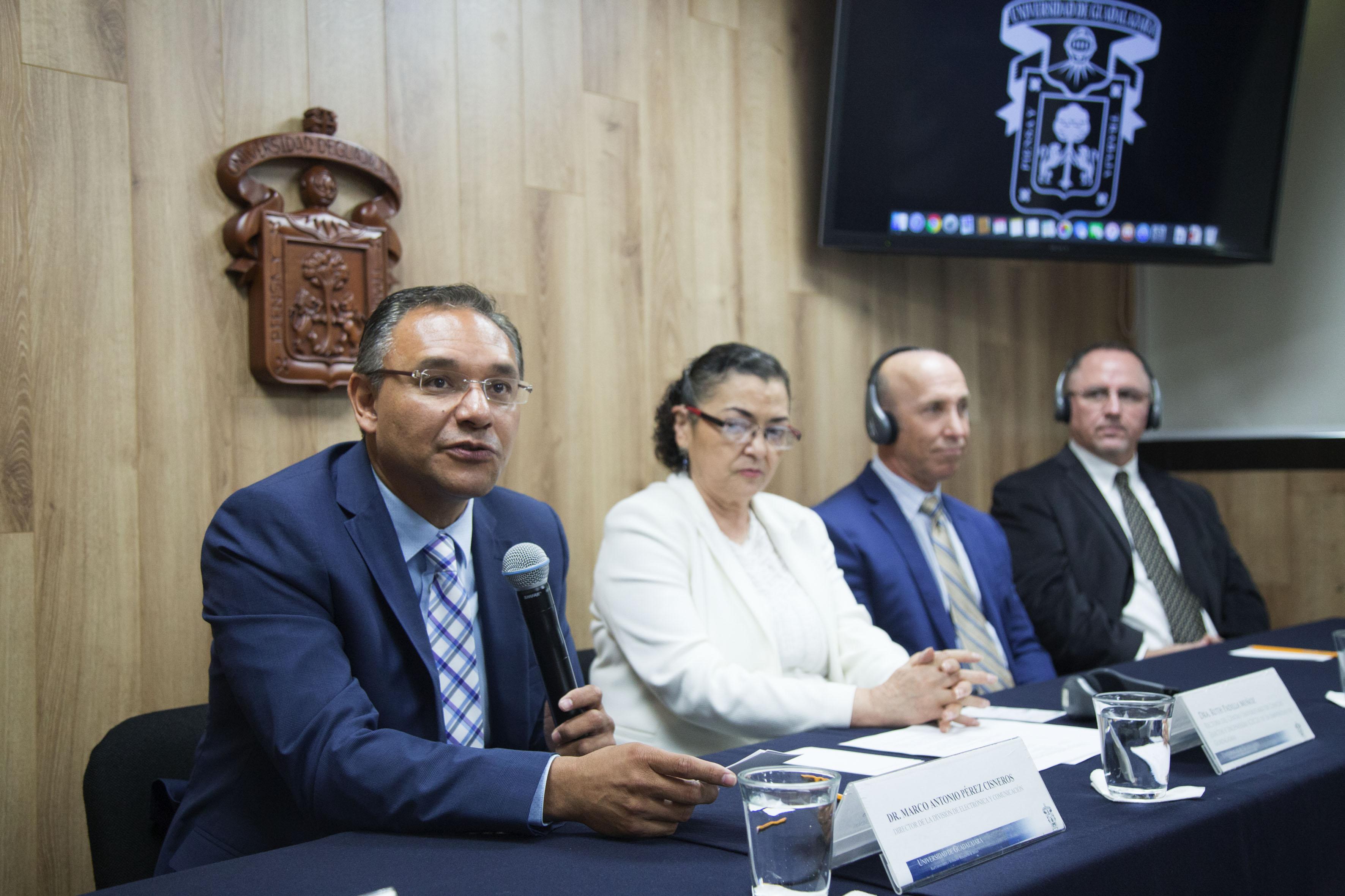 Director de la división, doctor Marco Antonio Pérez CisneroS, haciendo uso de la palabra