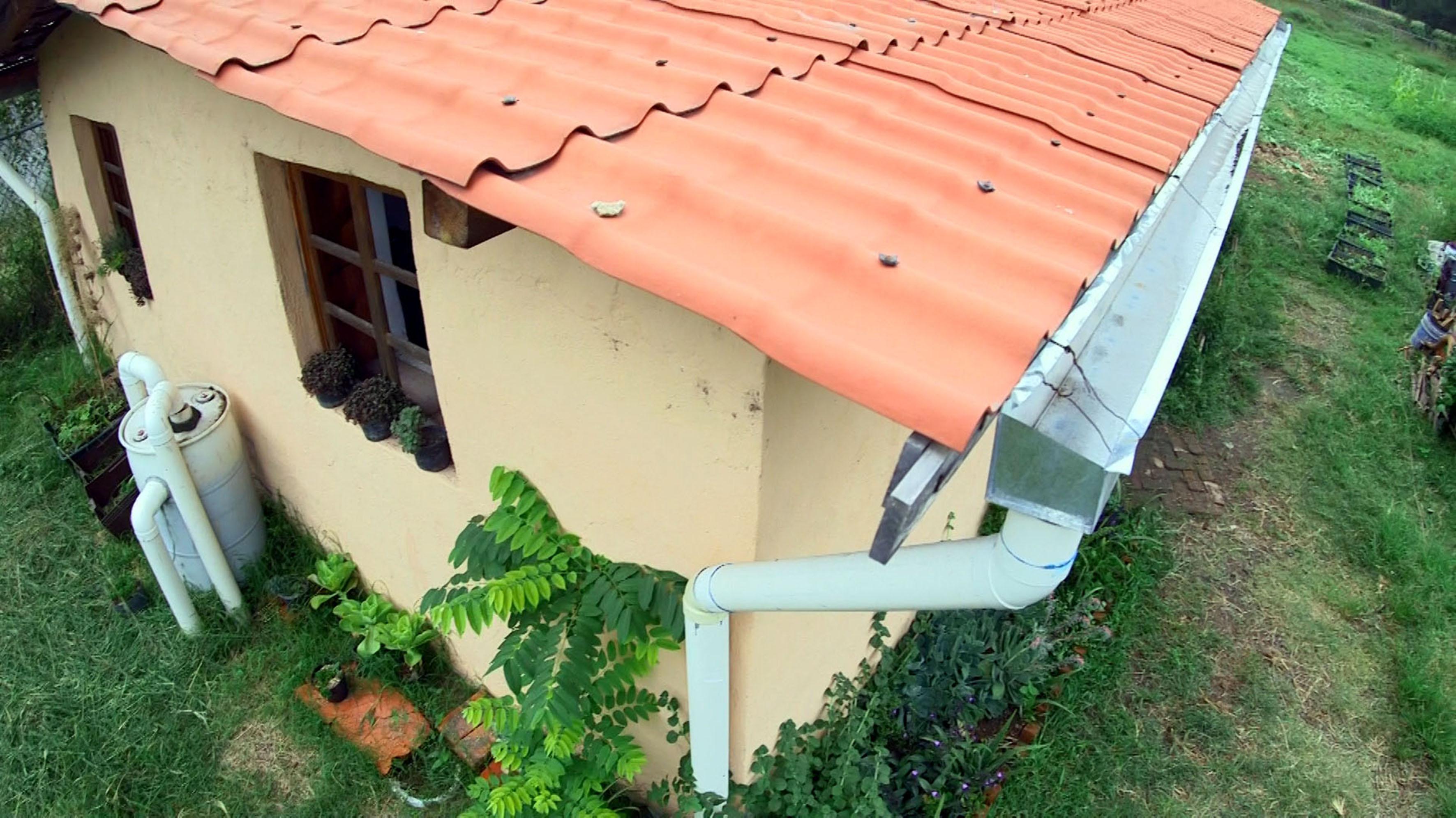 Casa habitación adecuada para la captación de lluvia