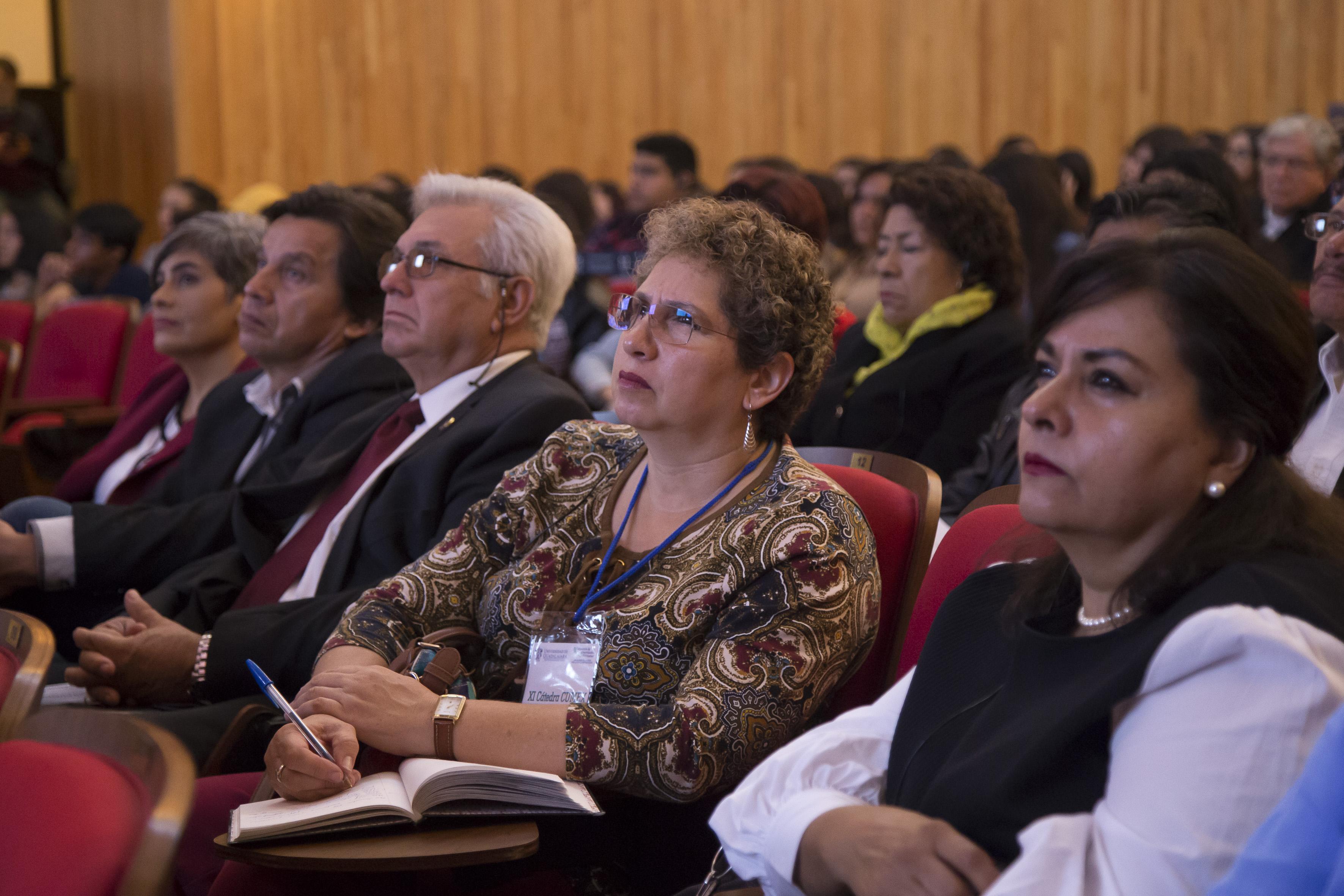 """Publico asistente a la conferencia Conferencia inaugural de la Cátedra Cumex (Consorcio de Universidades Mexicanas) de Veterinaria y Zootecnia """"Doctora Aline Schunemann de Aluja"""""""