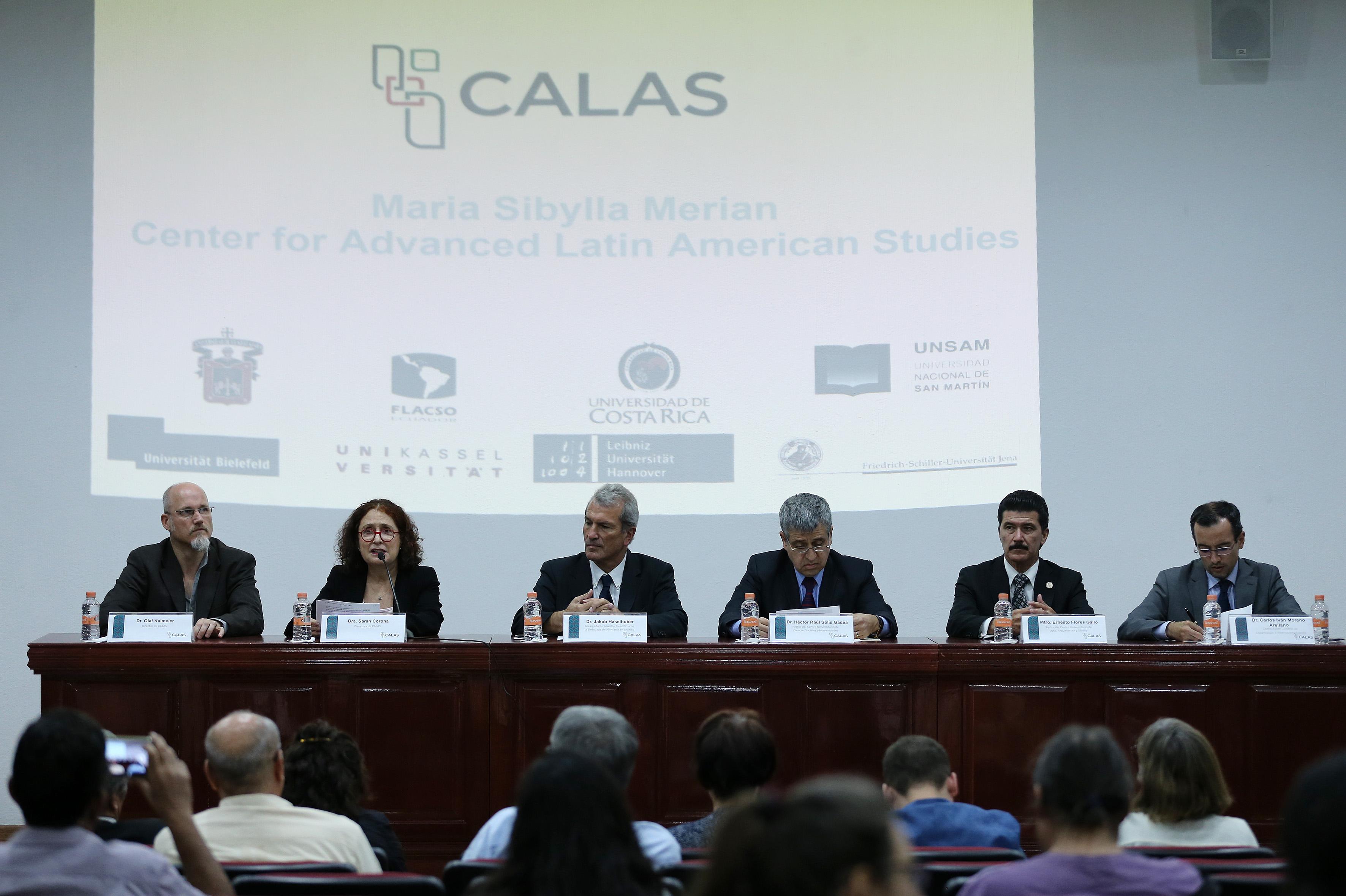 Representantes y colaboradores del Centro de Estudios Avanzados de América Latina.
