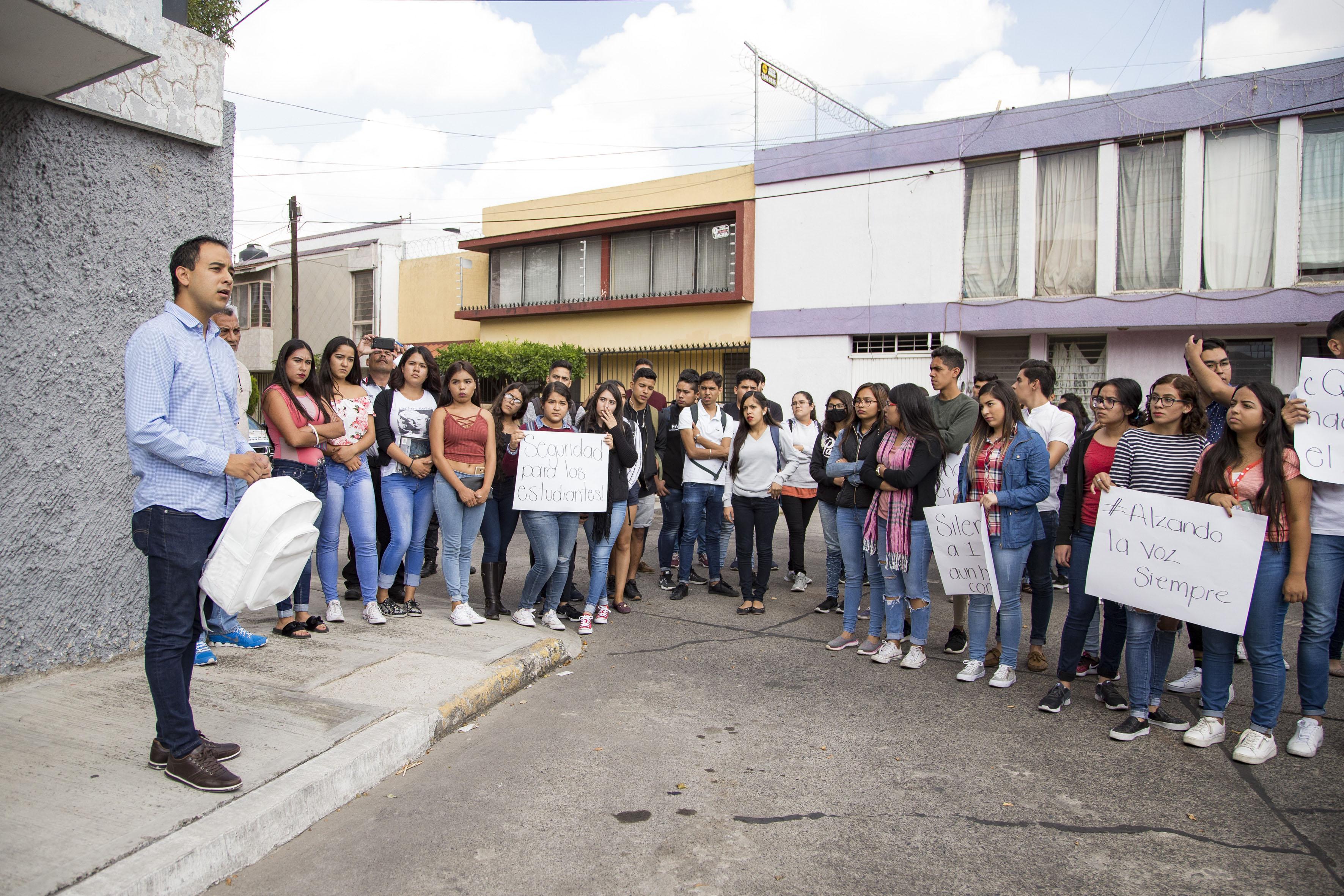 """Federación de Estudiantes Universitarios (FEU) colocó una mochila blanca en memoria del joven Francisco Álvarez Quezada –conocido como """"Panchito"""""""