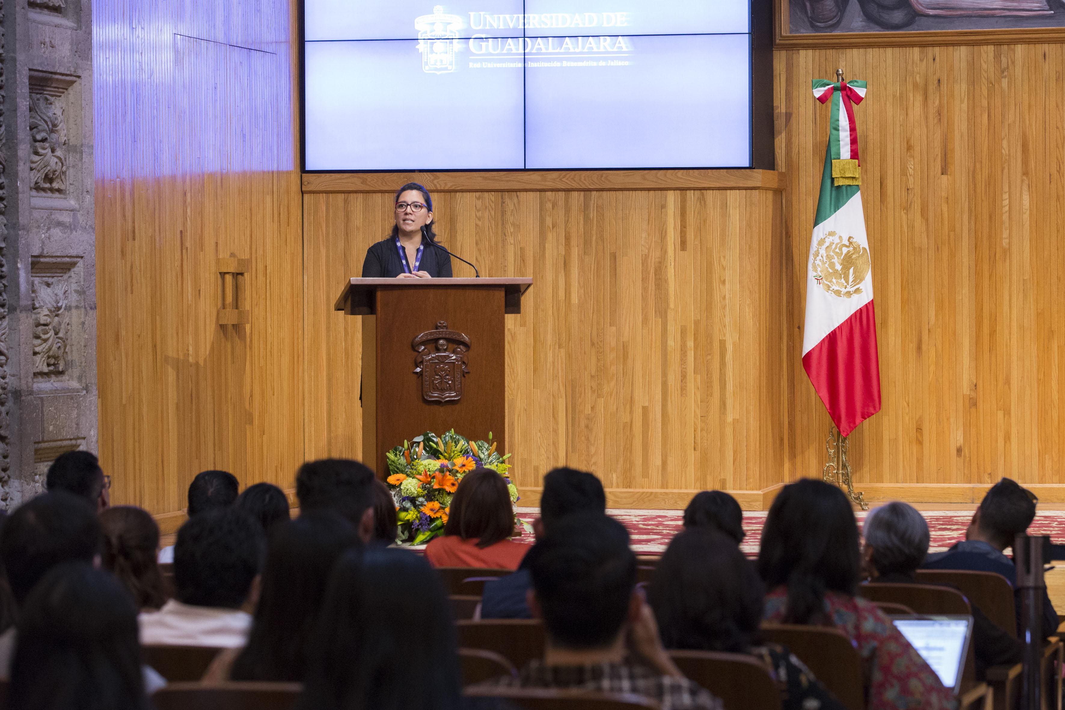 Ponente haciendo uso de la palabra en la inauguración del III Encuentro Latinoamericano de Innovación Social desde el Sector Público (ELIS) 2017, en el Paraninfo Enrique Díaz de León de la UdeG.