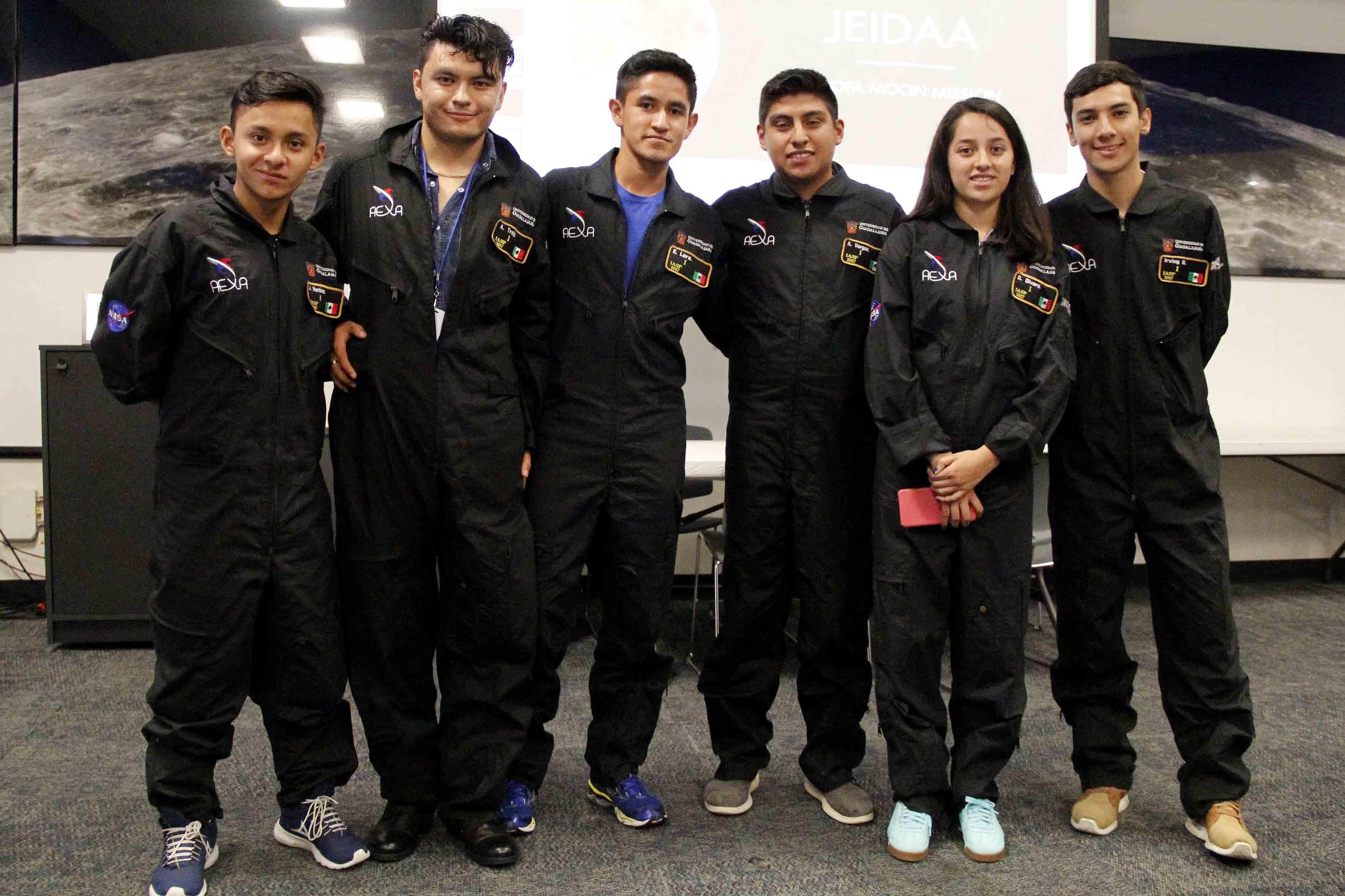 Estudiantes de la Universidad de Guadalajara ganadores de las actividades del International Air and Space Program 2017.