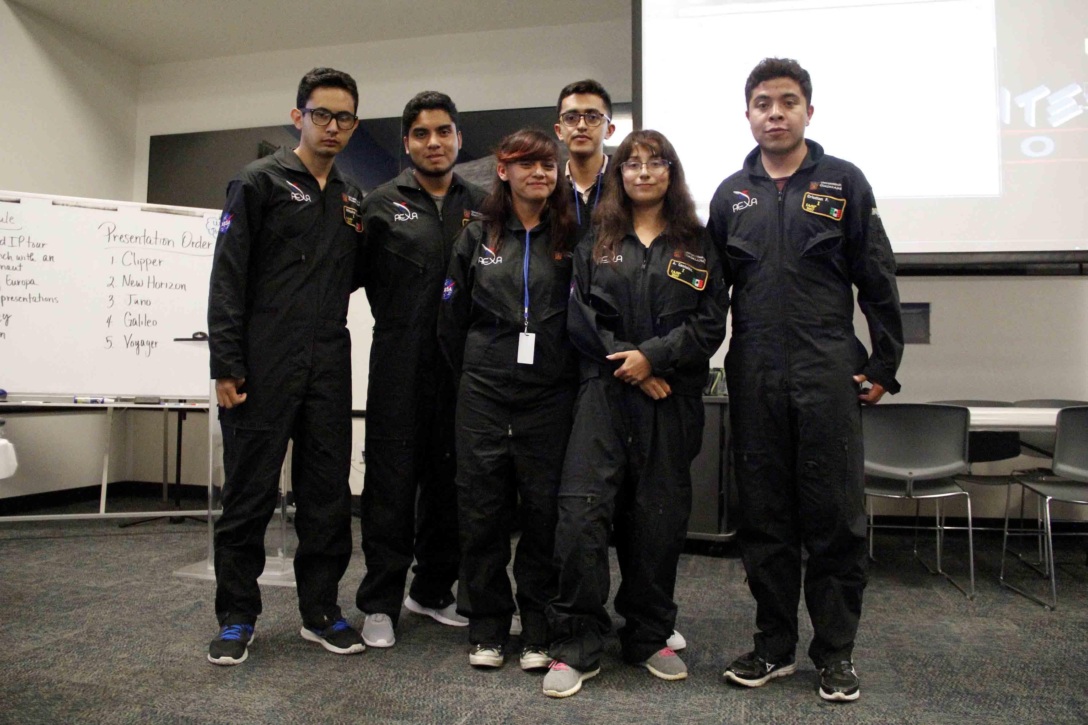 Estudiantes de la Universidad de Guadalajara ganadores de las actividades del International Air and Space Program 2017.en Houston, Texas, durante una semana para participar en el (IASP 2017
