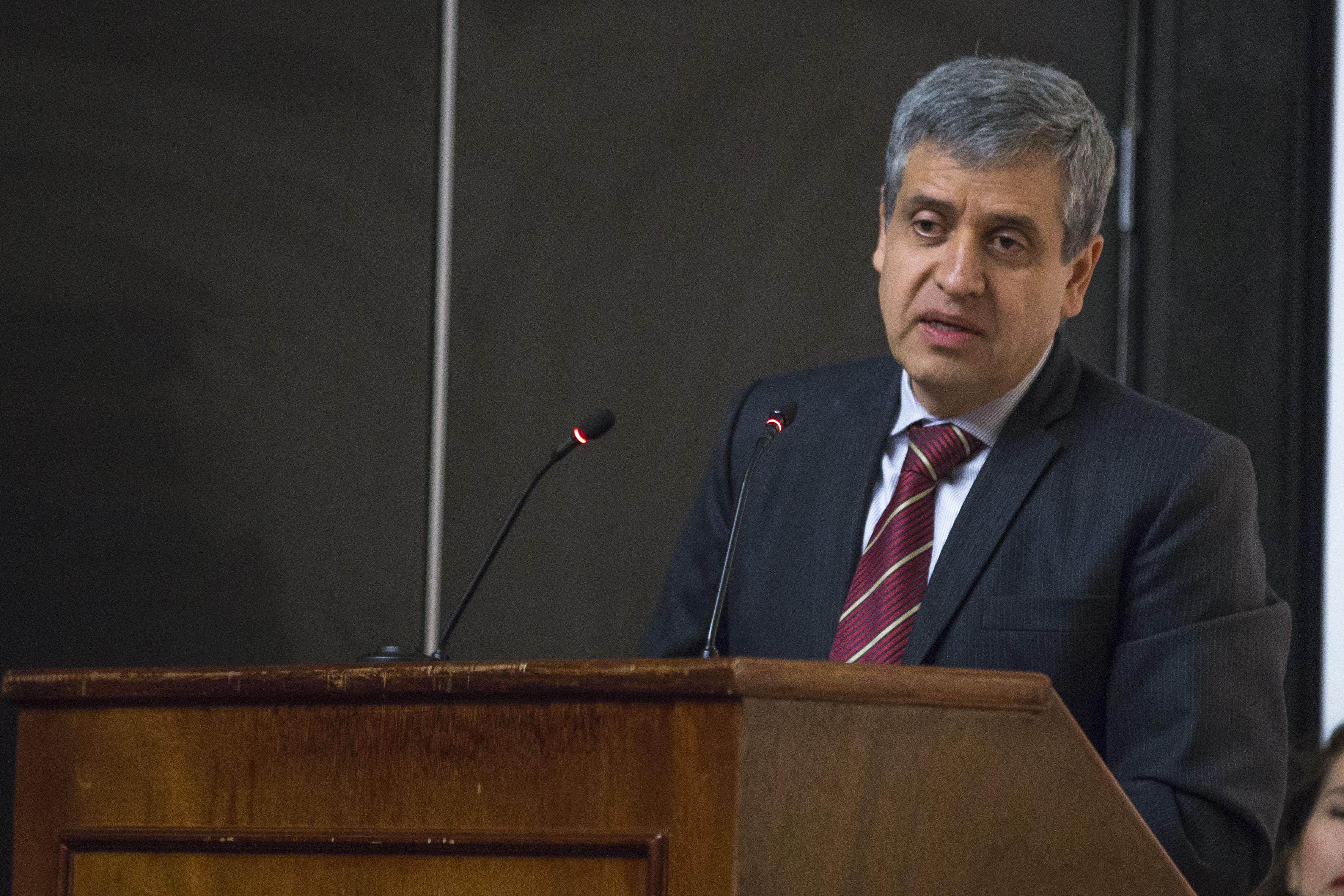 Doctor Héctor Raúl Solís Gadea, Rector del CUCSH, haciendo uso de la palabra en acto de inauguración del 1er Seminario Internacional de Estudios sobre Japón.