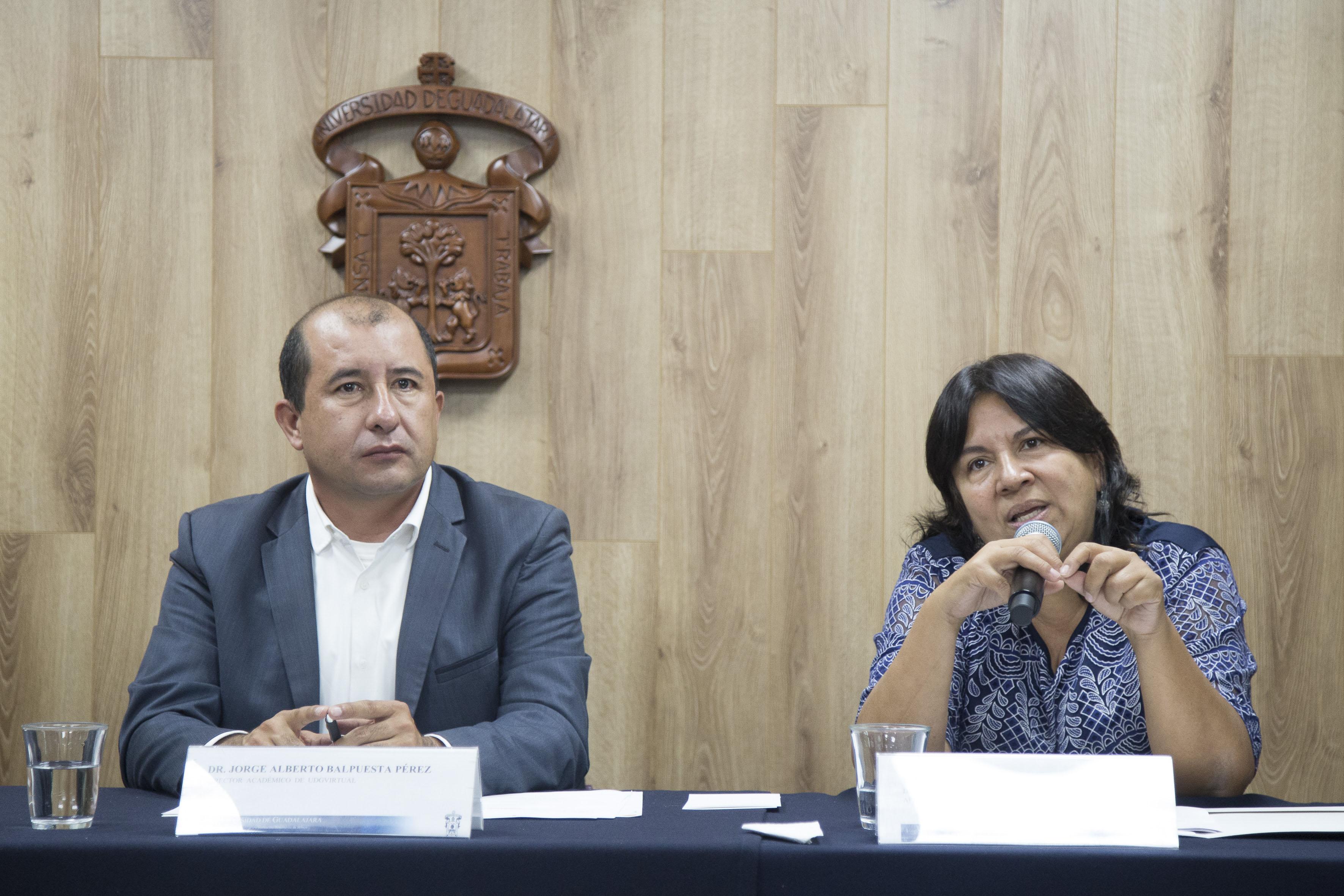 Investigadores de UDGVirtual, ofreciendo pormenores del XXV Encuentro Internacional de Educación a Distancia, próximo a efectuarse en el marco de la Feria Internacional del Libro 2017.