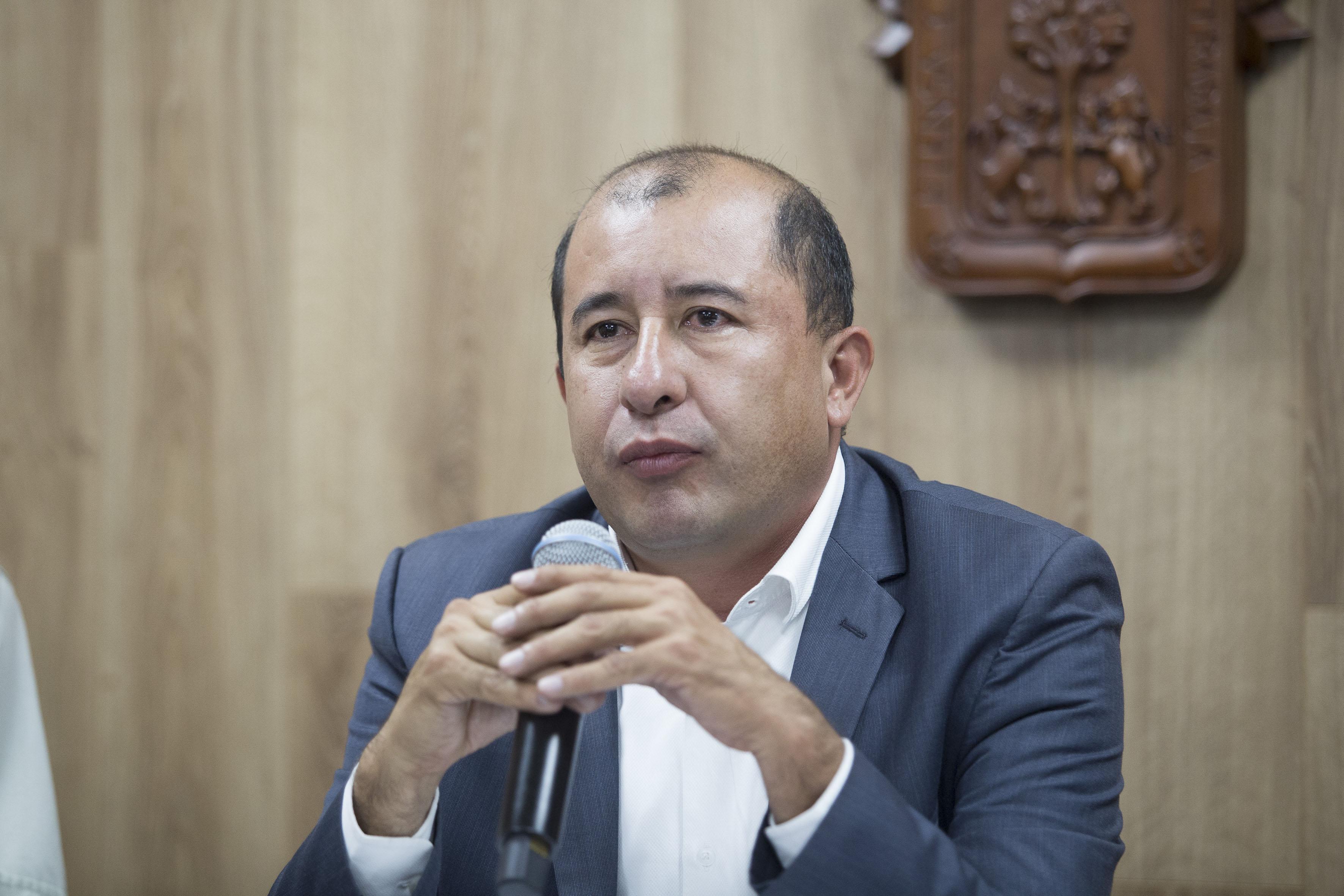Doctor Jorge Alberto Balpuesta Pérez, Director académico de UDGVirtual, participando en rueda de prensa.