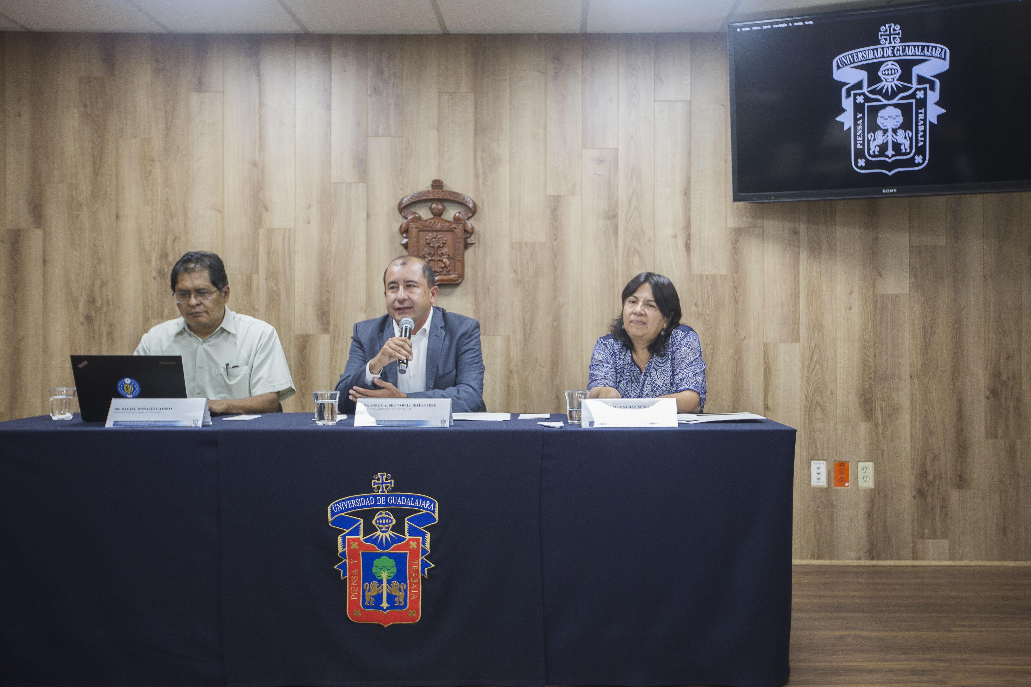 Rueda de prensa convocada por UDGVirtual, para informar detalles del XXV Encuentro Internacional de Educación a Distancia, próximo a efectuarse, en el marco de la Feria Internacional del Libro de Guadalajara (FIL) 2017.