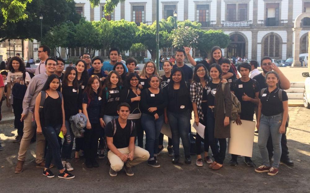 """Alumnos de la Preparatoria 7 de la Universidad de Guadalajara (UdeG) resultaron entre los proyectos más destacados en las actividades del """"Ideatón"""", en el marco del Festival de Innovación Epicentro 2017, realizado del 31 de octubre al 4 de noviembre, en diversas sedes de la ciudad, entre ellas, el Museo de las Artes de la Universidad de Guadalajara."""