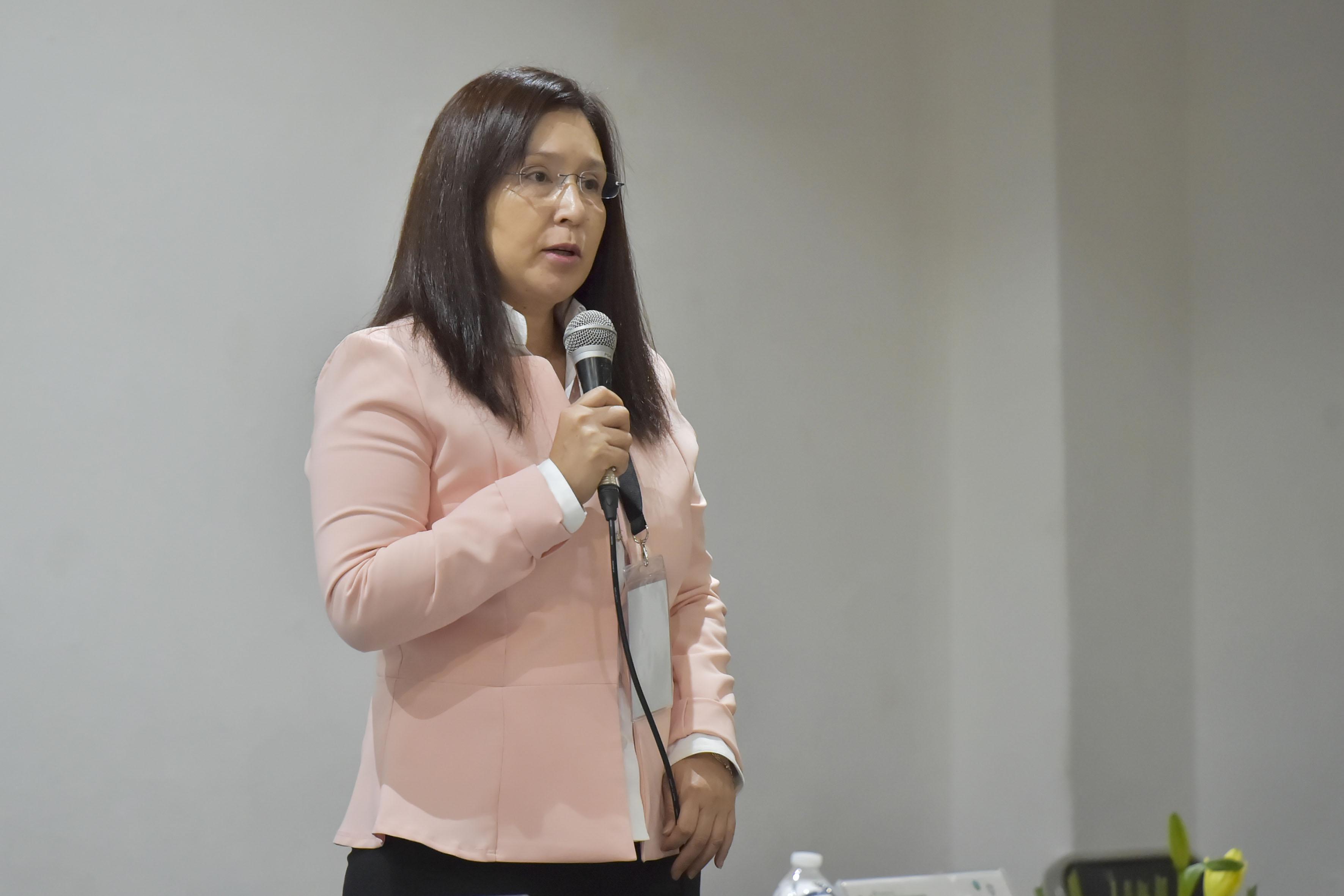 Coordinadora General del congreso, doctora Mara Estrada Girón, haciendo uso de la palabra.