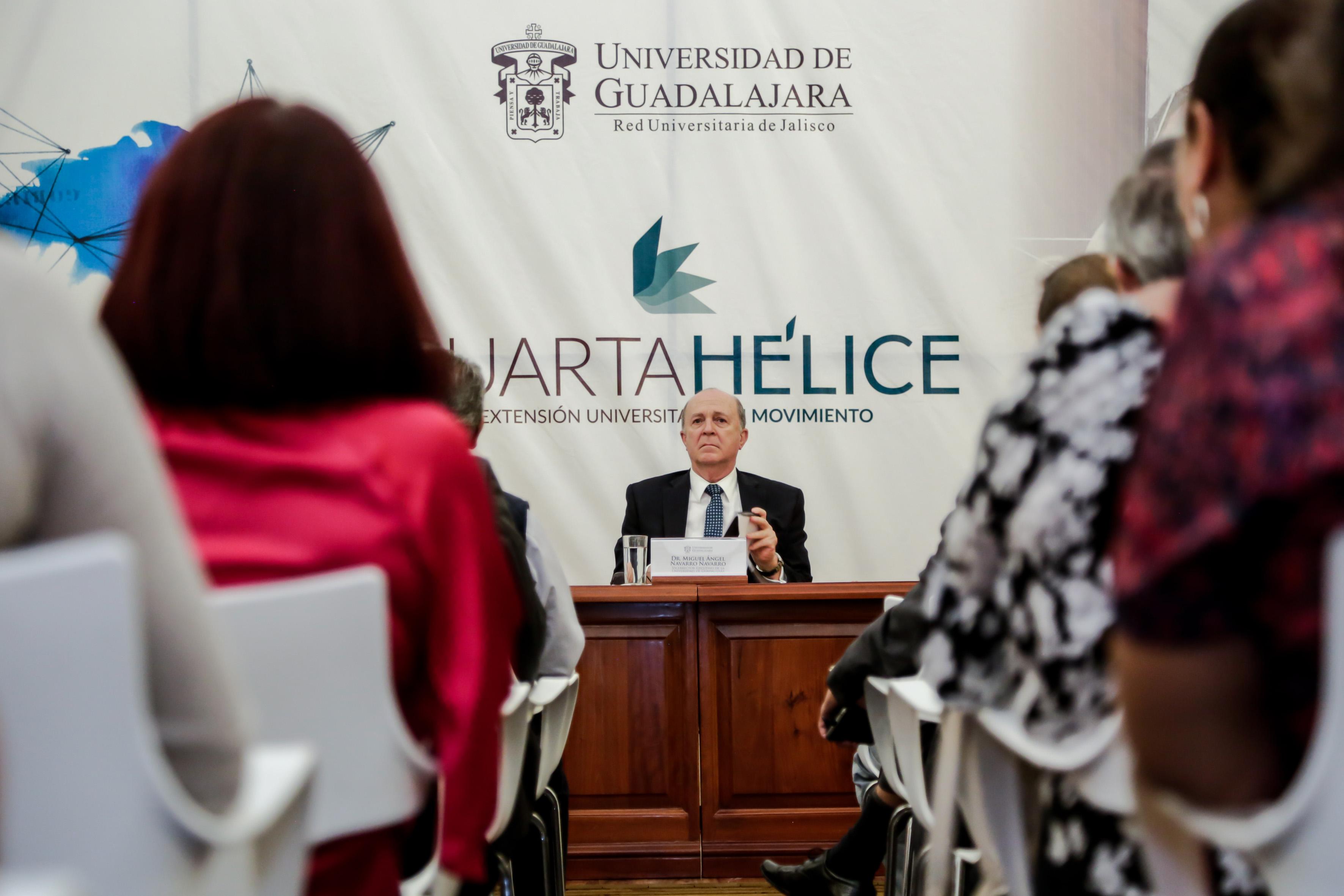 Vicerrector Ejecutivo de la UdeG, Doctor Miguel Ángel Navarro Navarro, haciendo uso de la palabra
