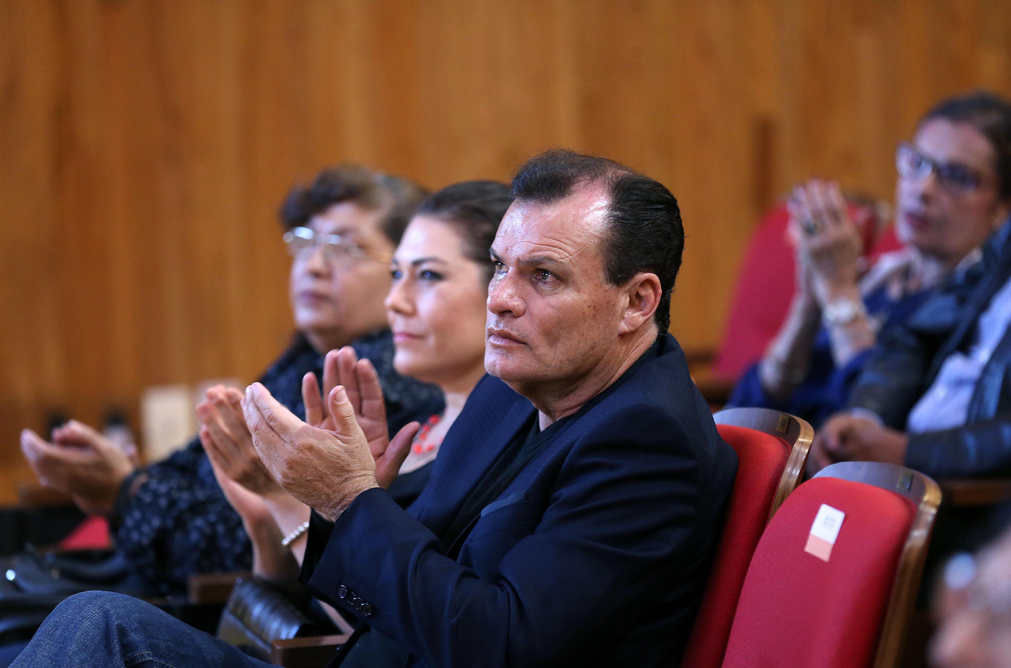 """Publico asistente a la ceremonia de entrega del galardón """"Granito de Arena"""" al licenciado Octavio Alejandro Casarrubias Jiménez"""