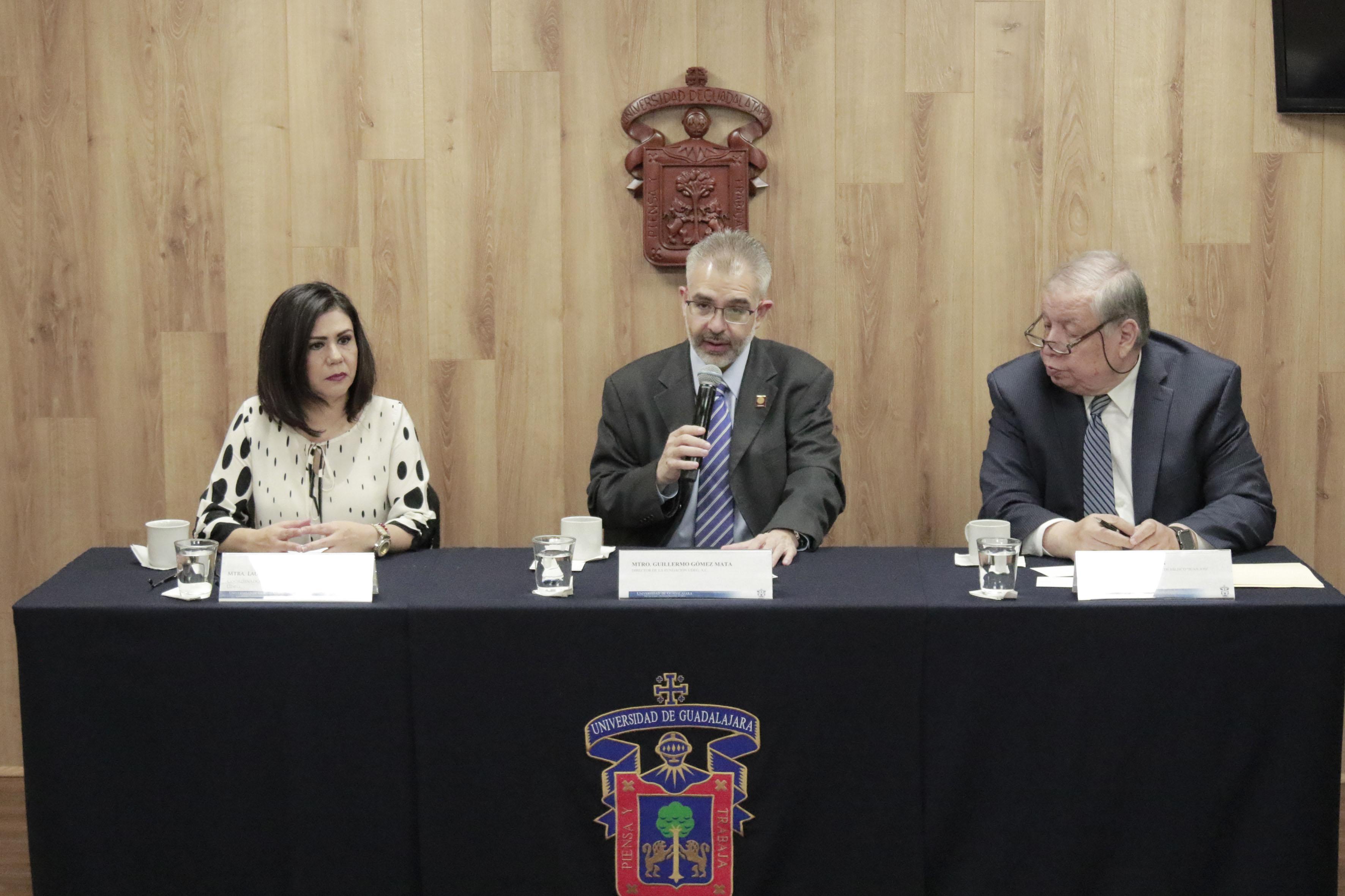 """Rueda de prensa para convocan a participar en la campaña """"Dona libros"""" durante la Feria Internacional del Libro de Guadalajara 2017, y en todo el año 2018."""
