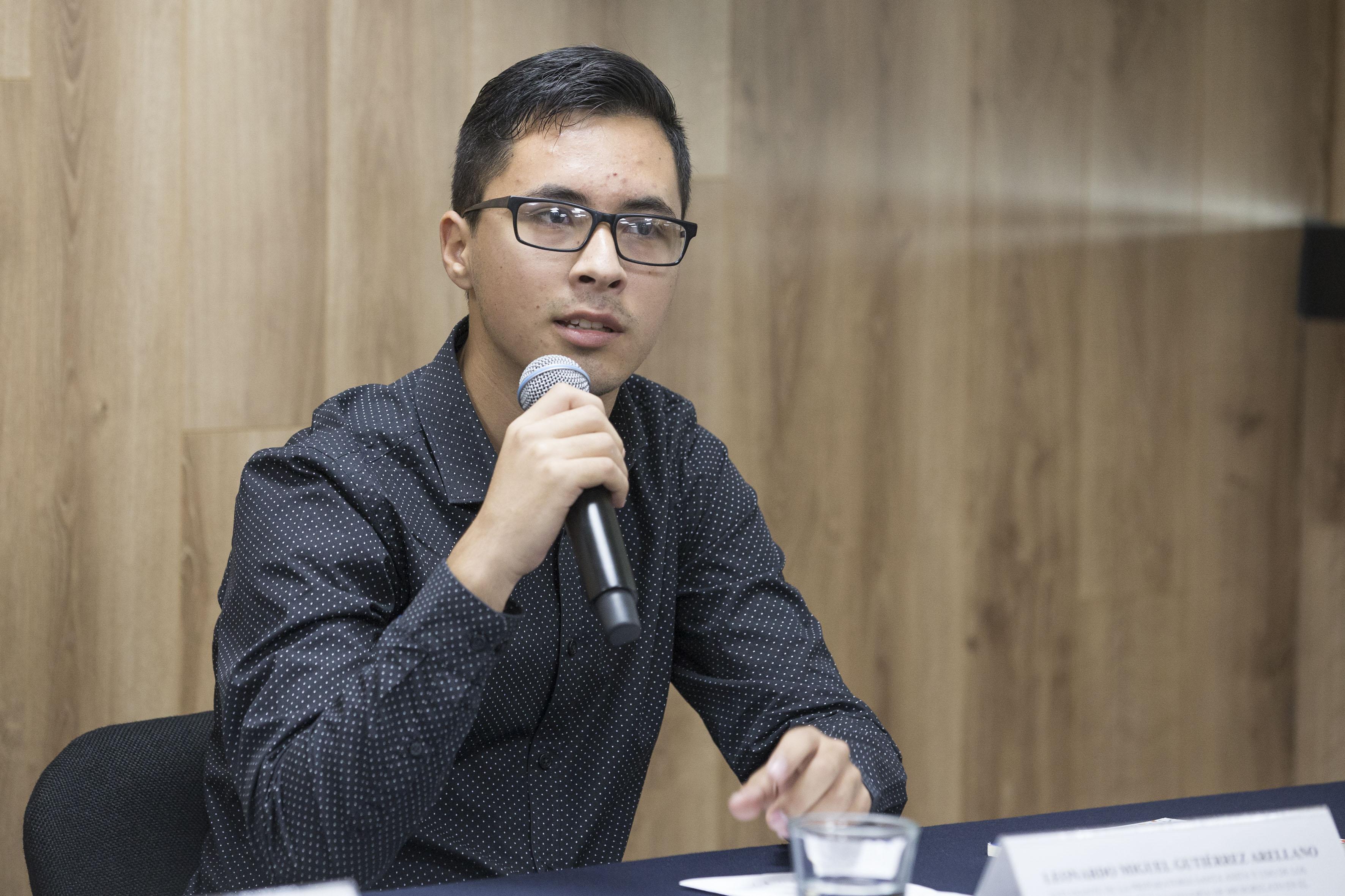 """estudiante de la Preparatoria de Santa Anita, Leonardo Miguel Gutiérrez Arellano, fue uno de los cinco ganadores en la categoría de """"Microrrelatos"""", haciendo uso de la palabra"""