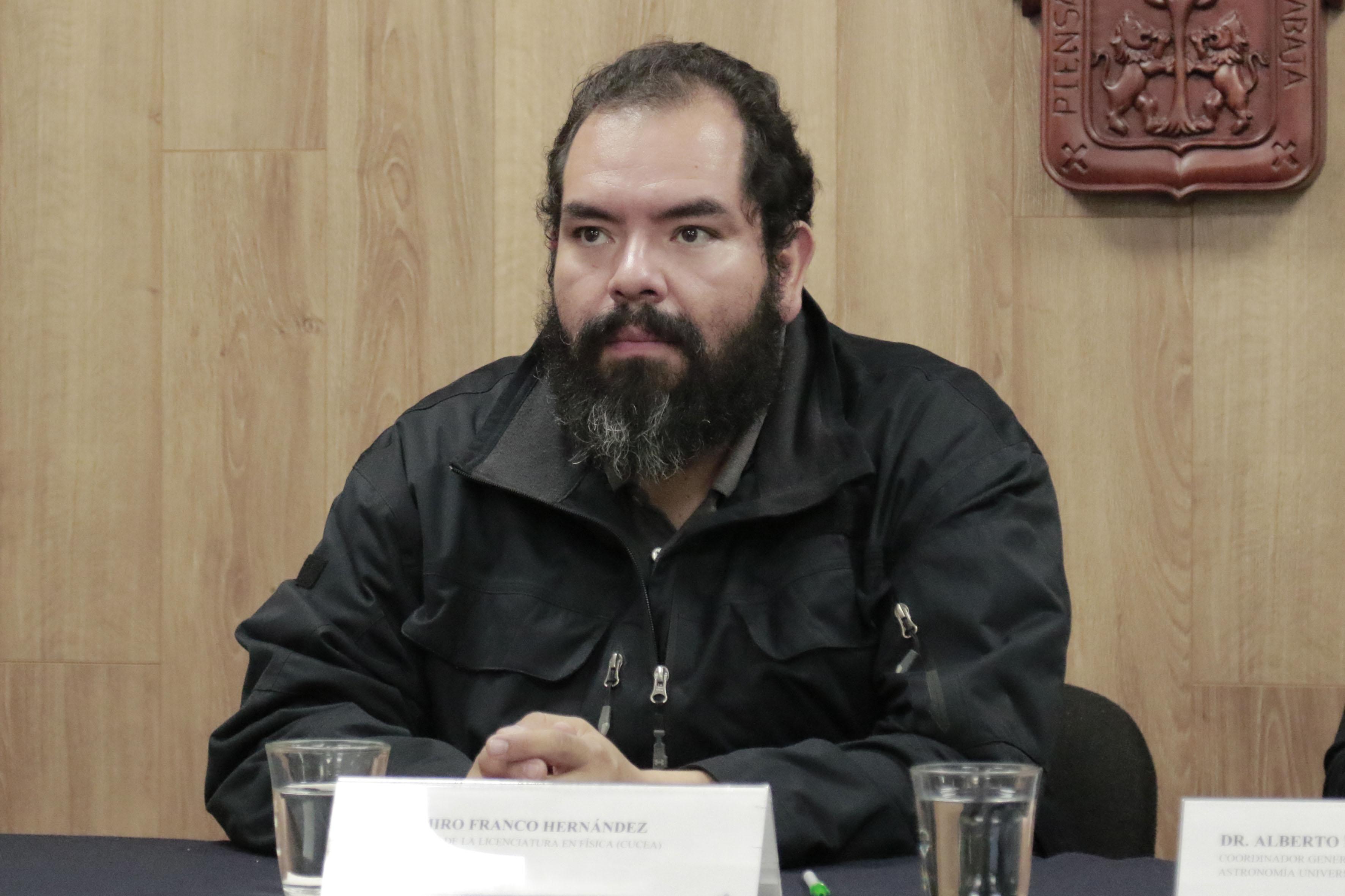 Coordinador de la licenciatura en Física del CUCEI, doctor Ramiro Franco Hernández
