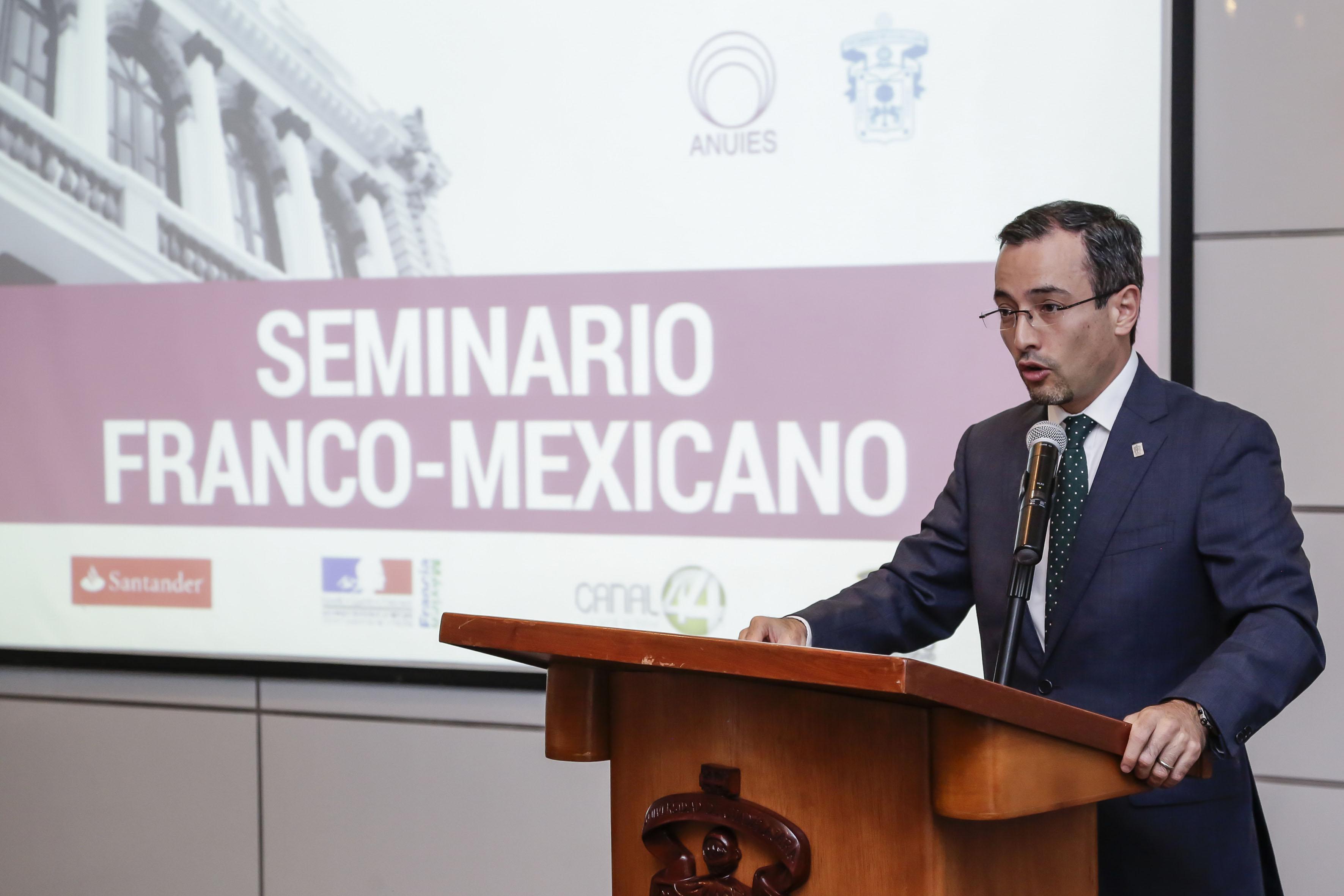 Dr. Carlos Iván Moreno Arellano, Coordinador General de Cooperación e Internacionalización, haciendo uso de la palabra en la inauguración del Seminario Franco-Mexicano de Cooperación Universitaria e Innovación