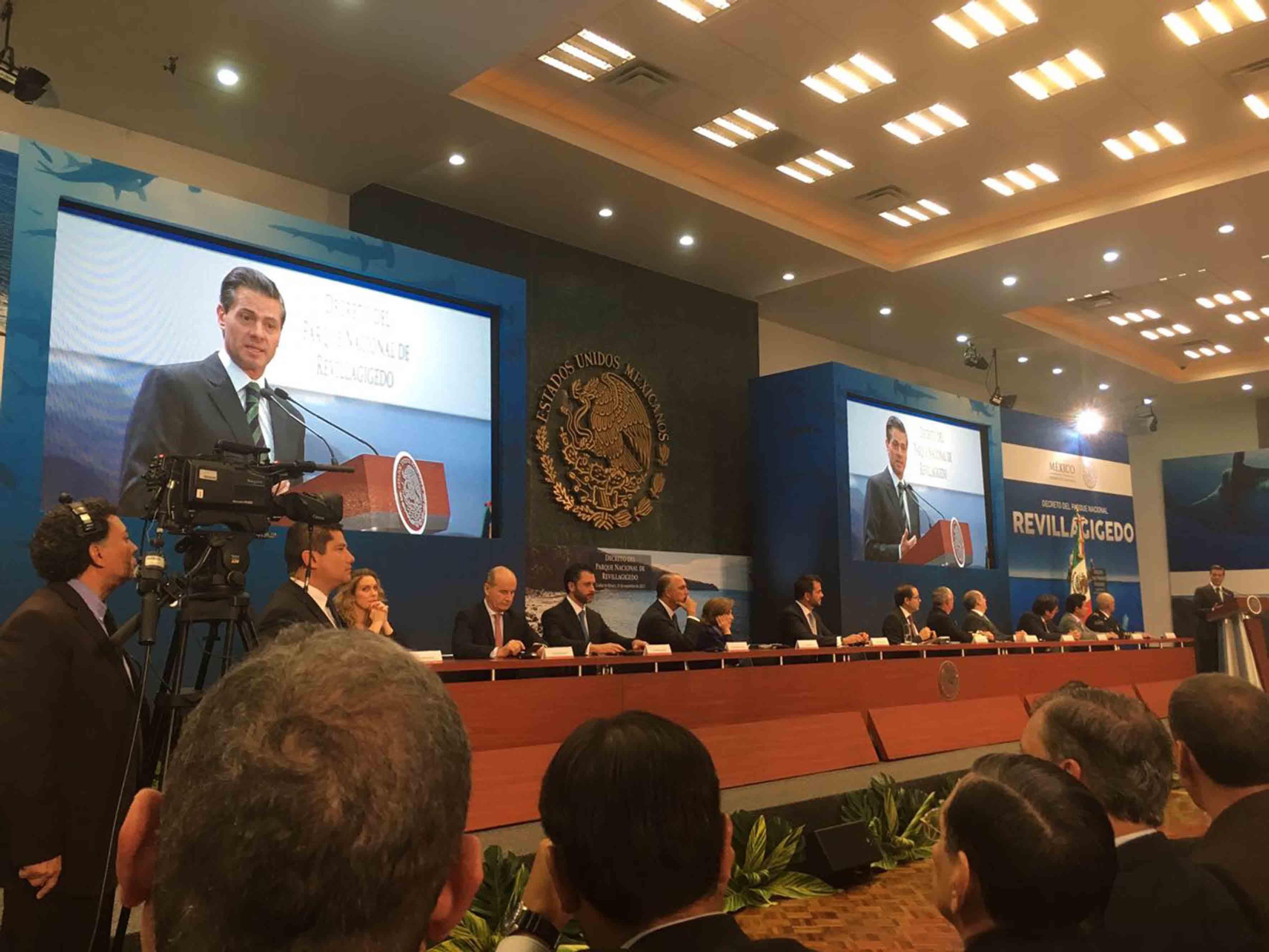 Presidente de México, Enrique Peña Nieto, informando sobre el decreto para la creación del Parque Nacional Revillagigedo.