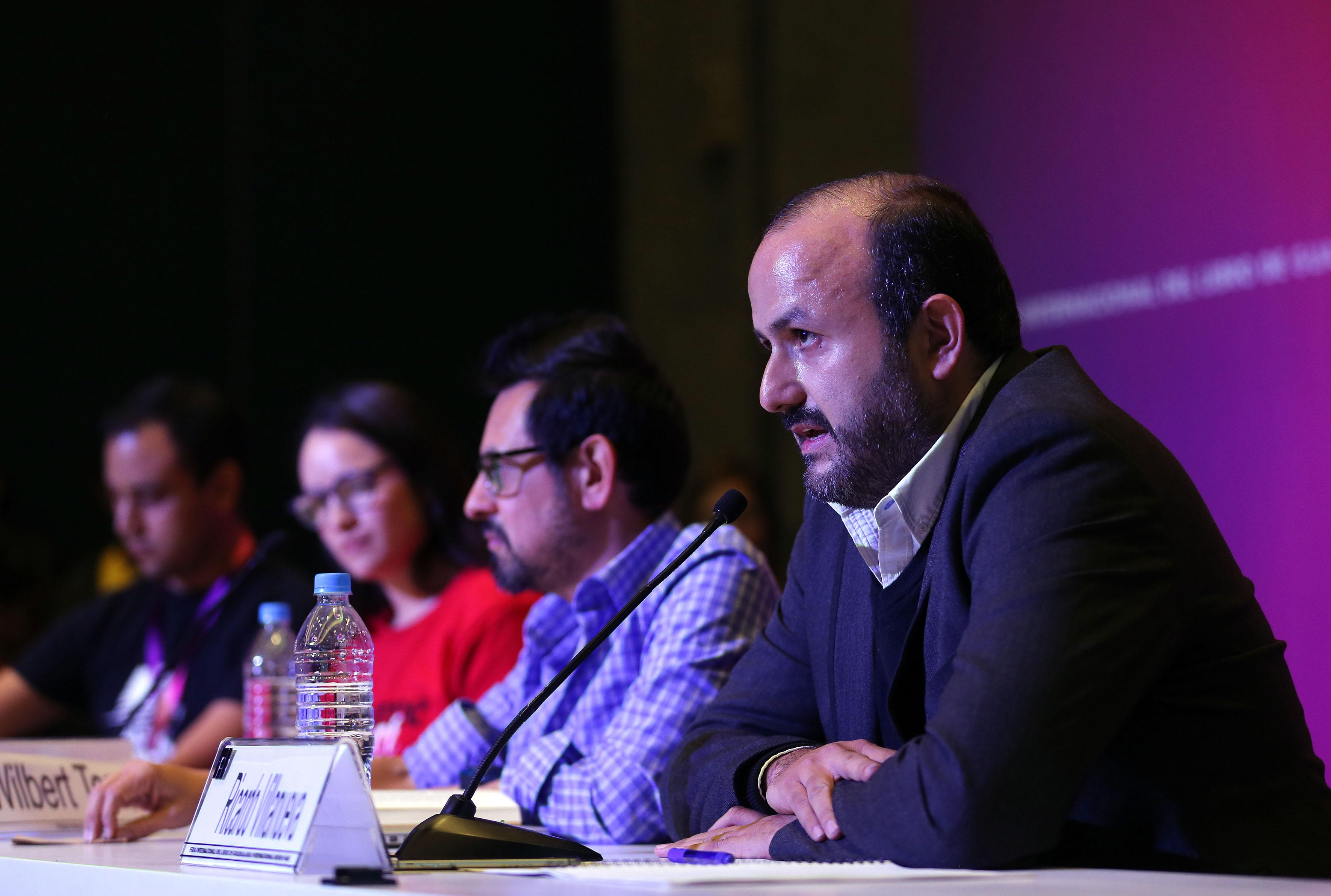 Rector del Centro Universitario de Tonalá, doctor Ricardo Villanueva Lomelí, haciendo uso de la palabra, durante Cátedra.