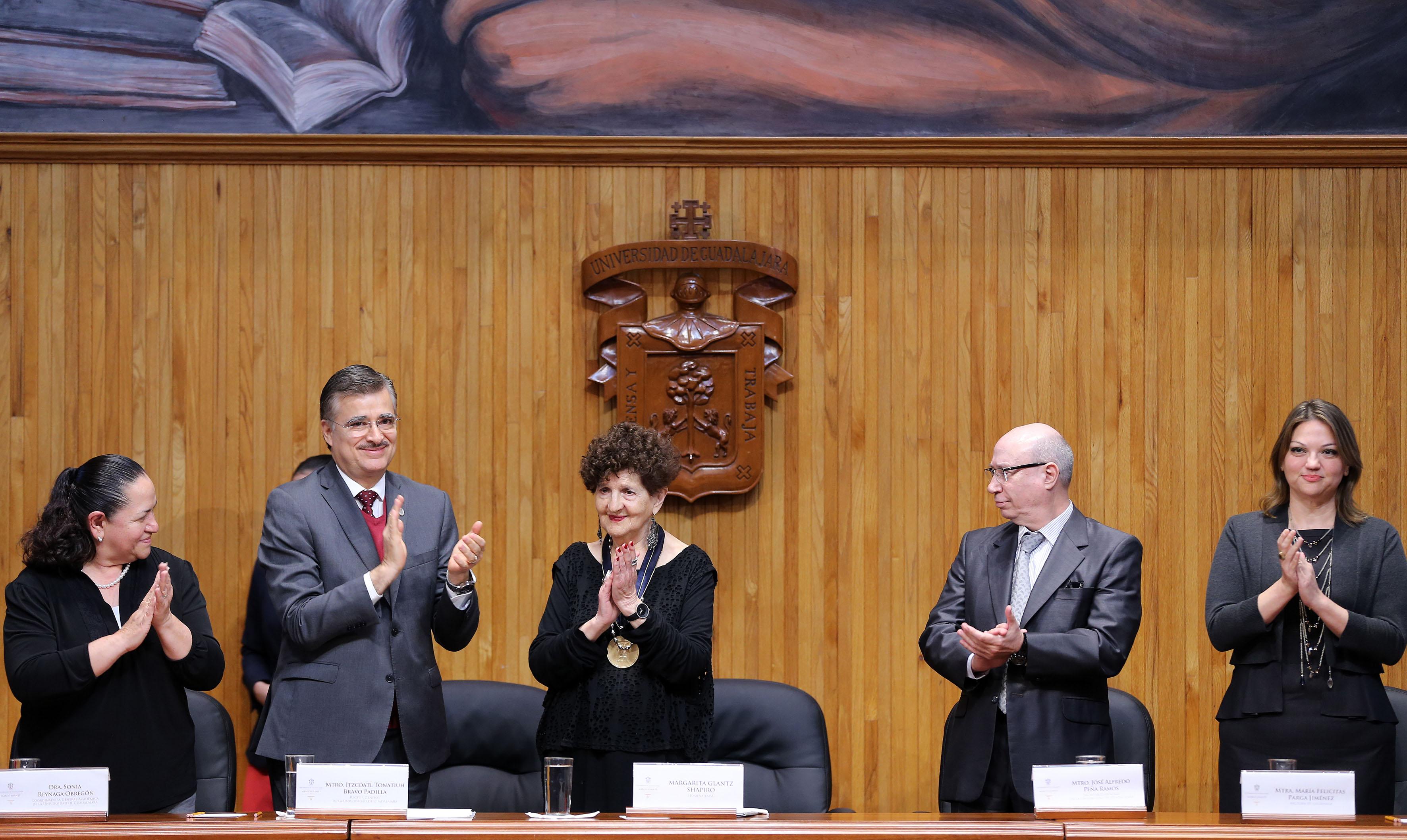 Escritora Margo Glantz Shapiro, recibió el Doctorado Honoris causa por la Universidad de Guadalajara, de manos del Rector General, maestro Itzcóatl Tonatiuh Bravo Padilla